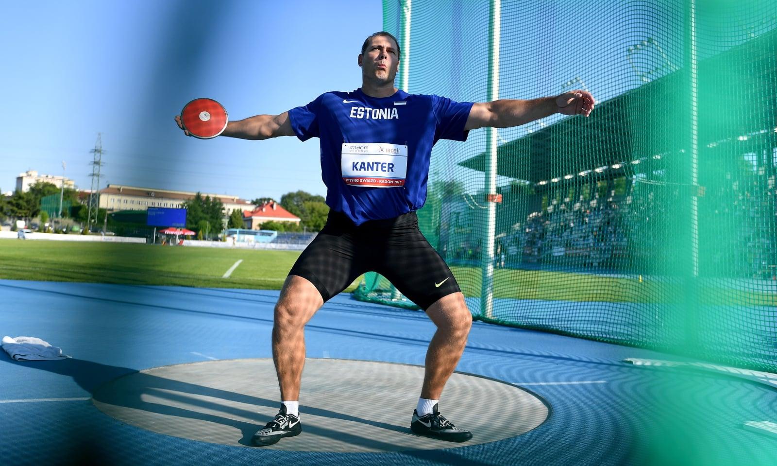 Gerd Kanter z Estonii w konkursie rzutu dyskiem podczas II lekkoatletycznego Mityngu Gwiazd w Radomiu
