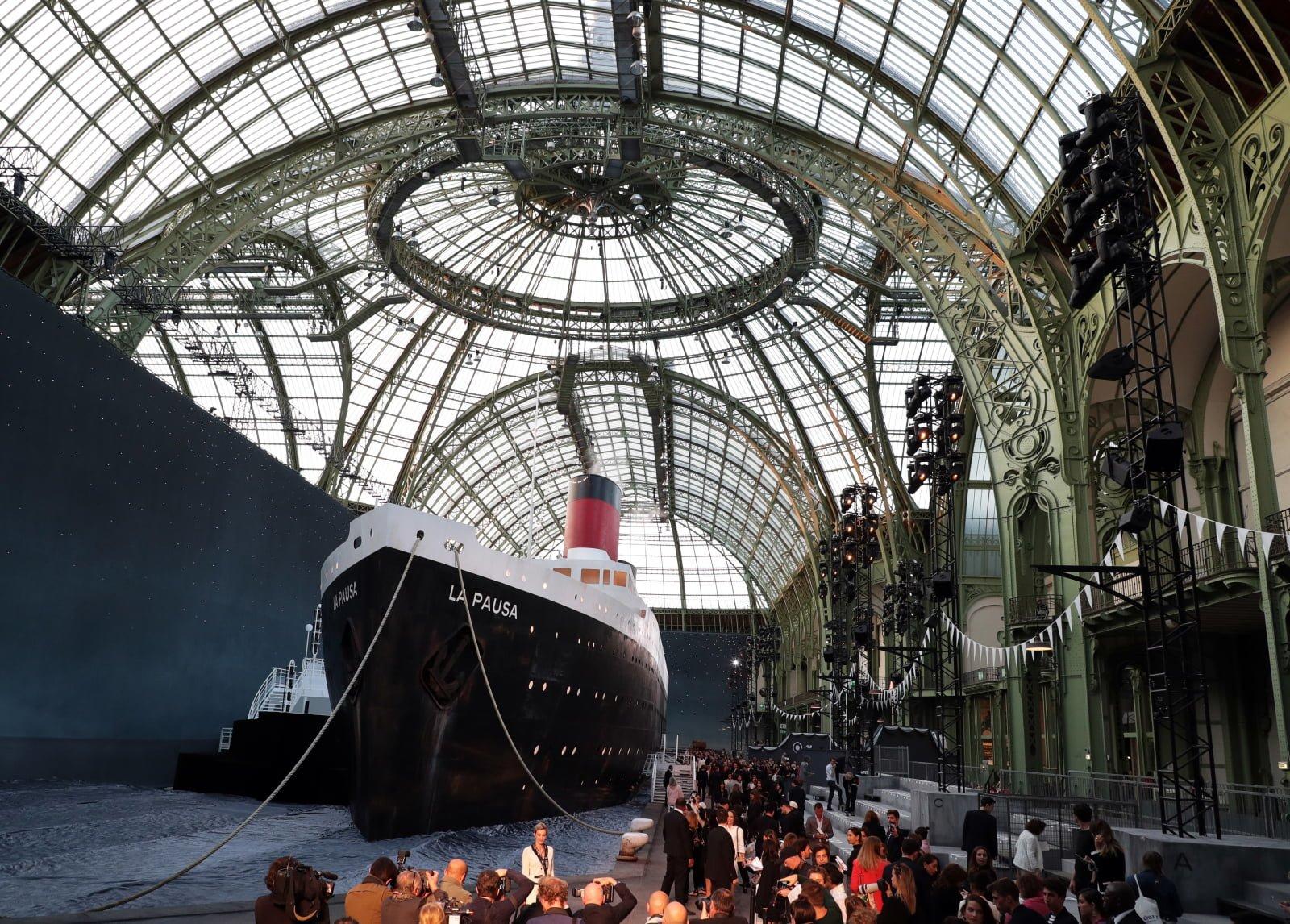 Paryż przed wystawą Karla Lagerfelda.