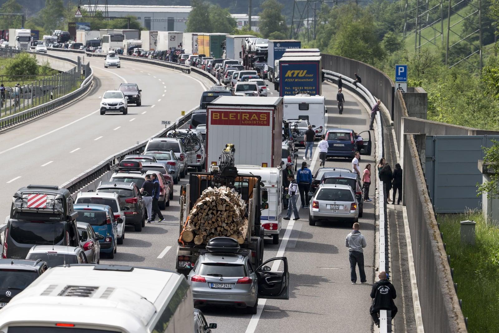 Wakacyjne korki w Szwajcarii, fot. EPA/ALEXANDRA WEY