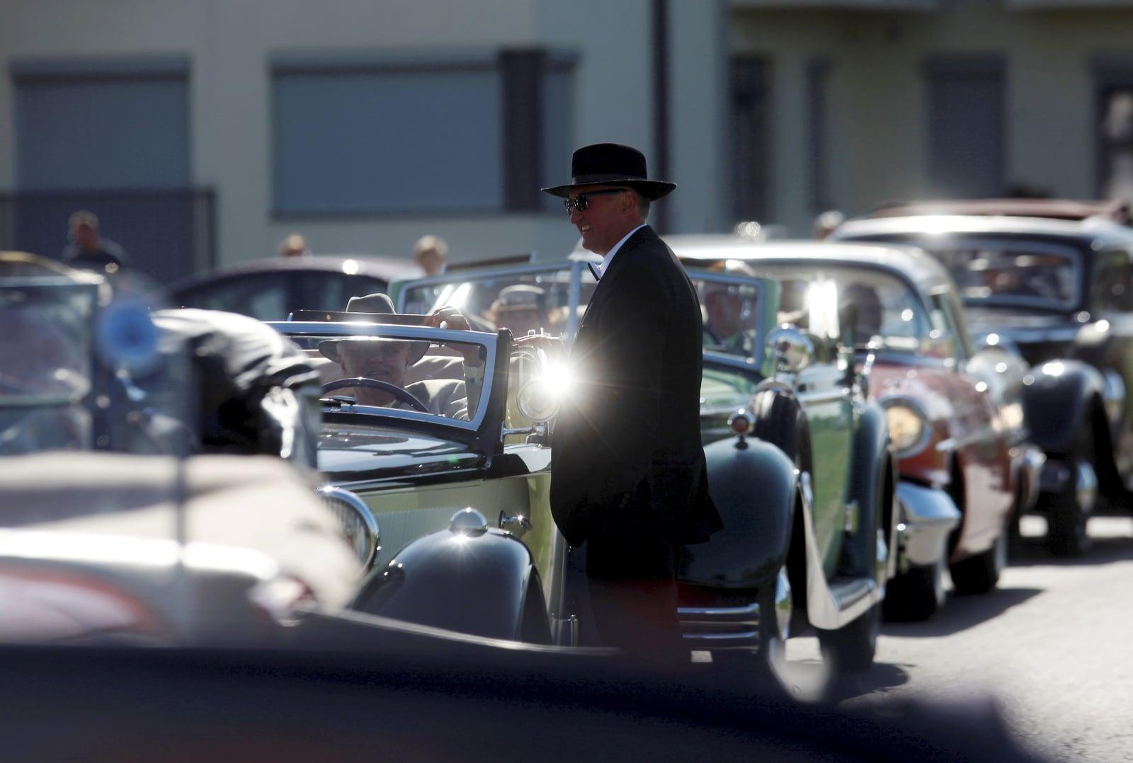 Parada klasycznych samochodów na Łotwie fot. EPA/Toms Kalnins