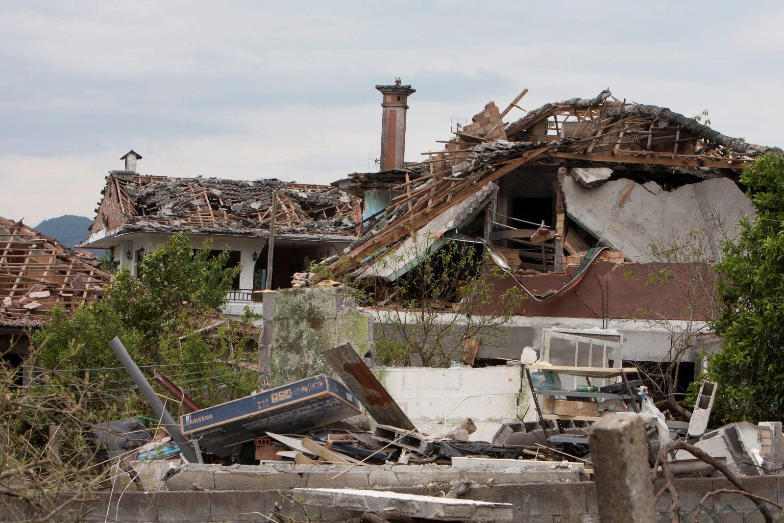 Hiszpania - Zawalony kościół po eksplozji budynku, w którym przechowywano materiały pirotechniczne  EPA/Salvador Sas