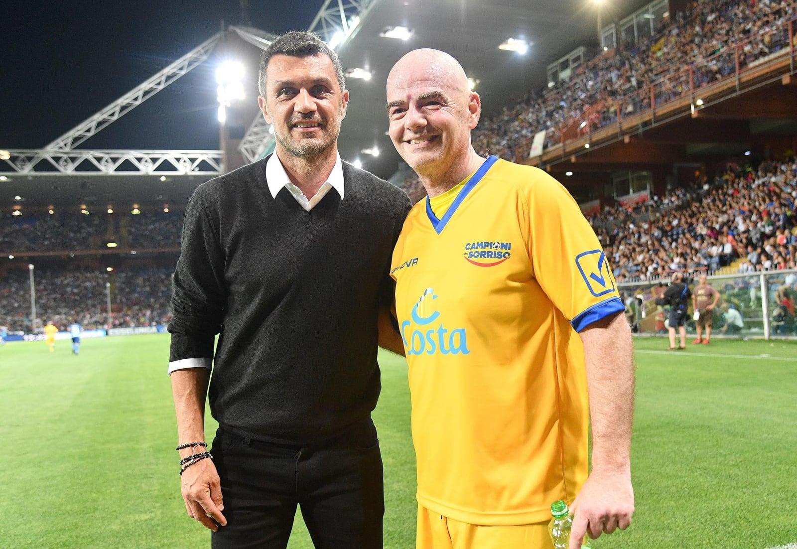 Prezydent FIFA Gianni Infantino z byłym kapitanem AC Milan Paolo Maldini podczas 27. charytatywnego