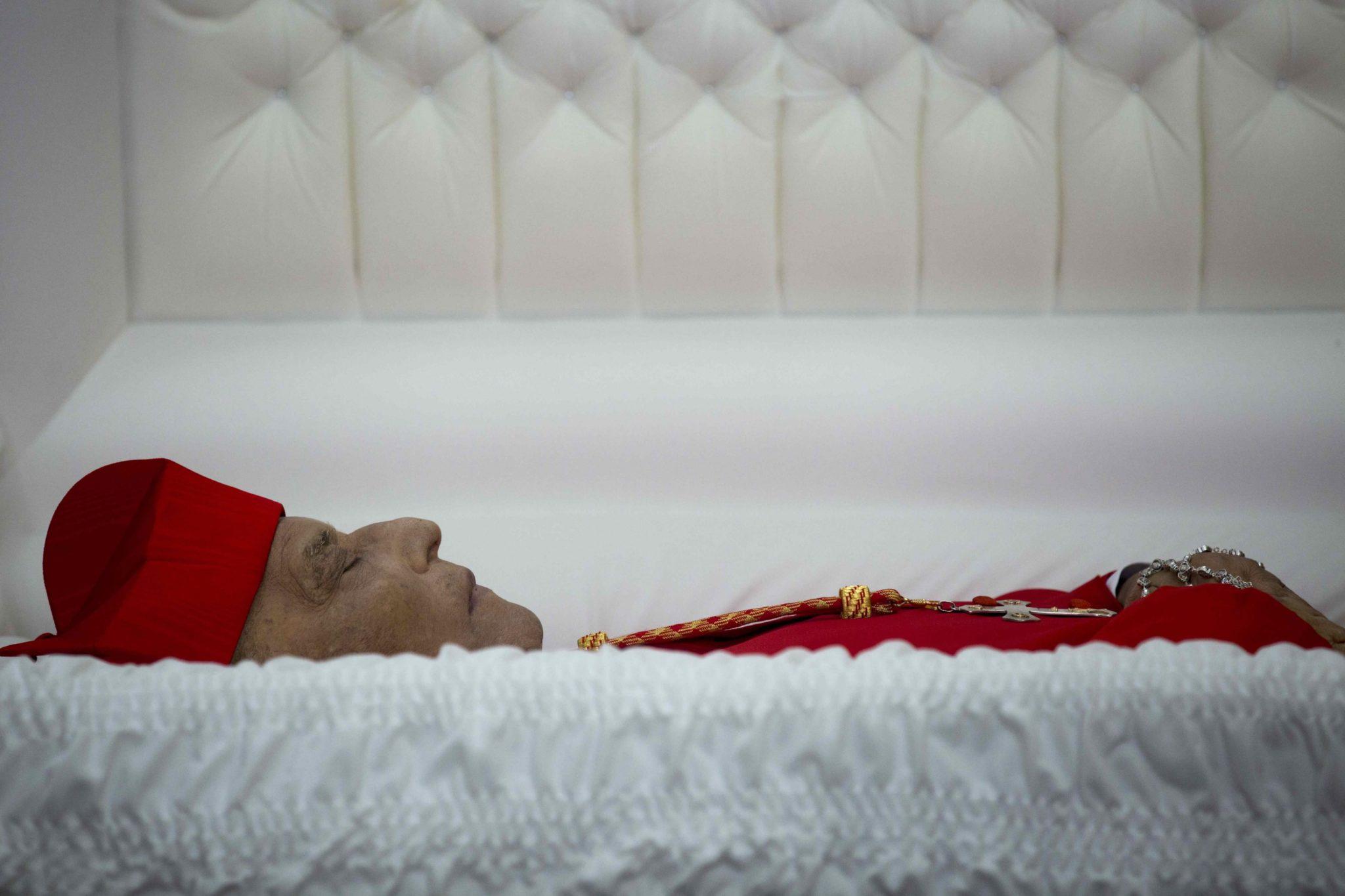 Nikaragua: ciało kardynała Miguela Obando Bravo, msza w jego intencji w katedrze metropolitalnej w Managua. Kardynał zmarł w wieku 92 lat, fot: Jorge Torres, PAP/EPA