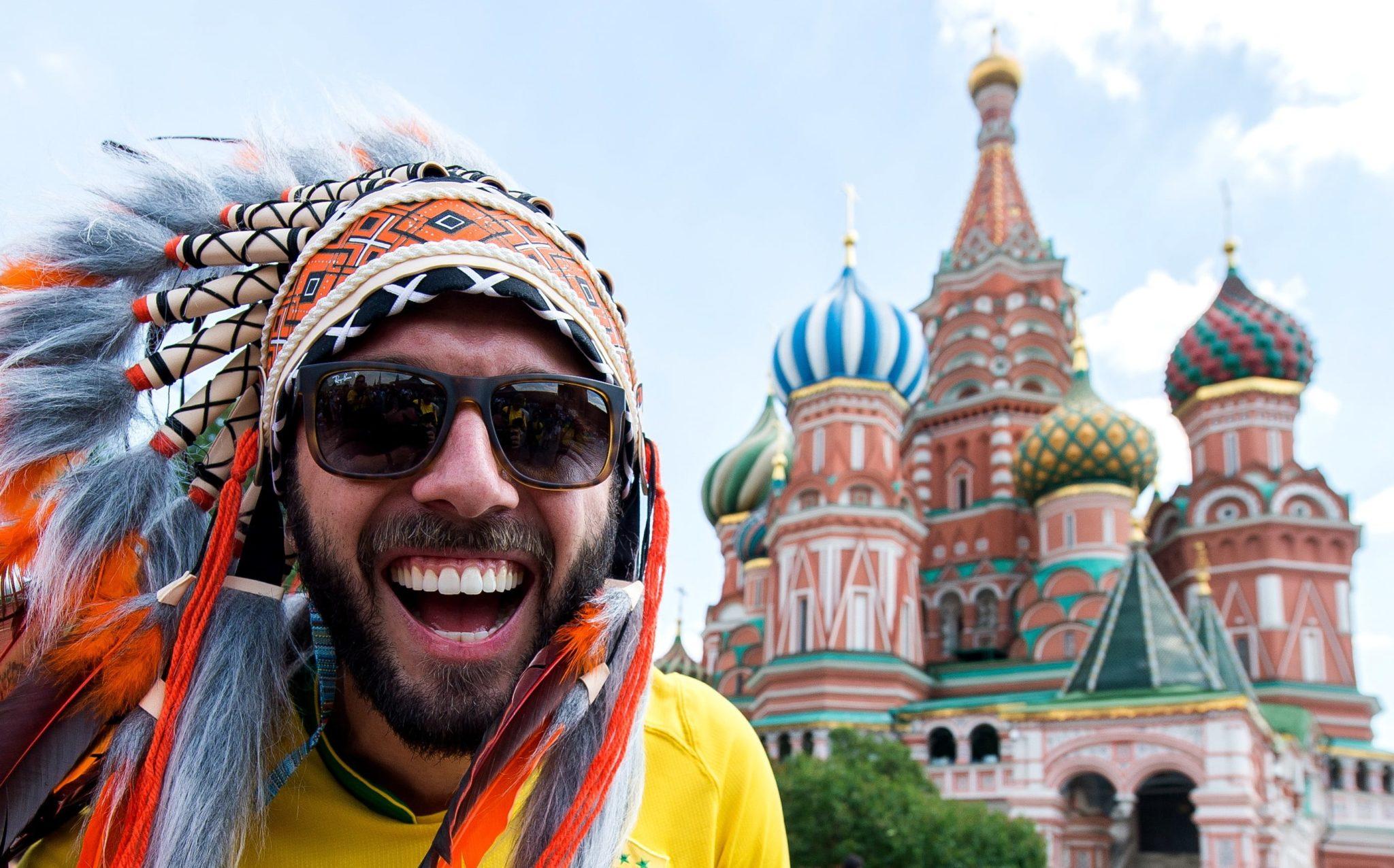 Moskwa, Plac Czerwony: kibic Mundialu 2018, fot: Peter Powell, PAP/EPA