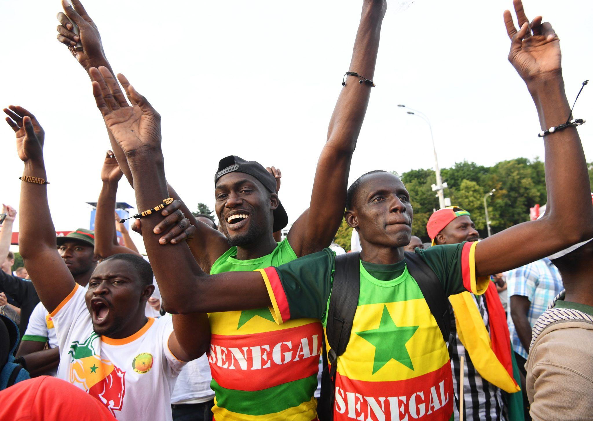 Moskwa: kibice reprezentacji Senegalu cieszą się po zwycięstwie ich drużyny w meczu z Polską, Mundial 2018, fot: Facundo Arrizabalaga, PAP/EPA