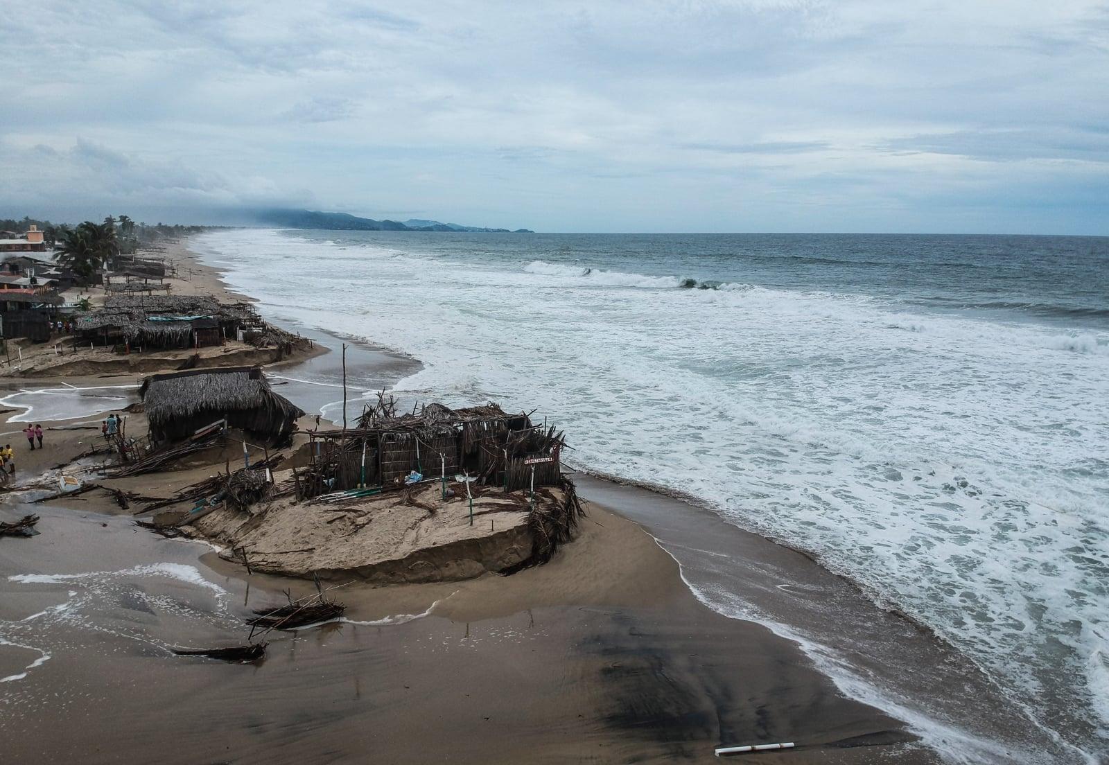 Huragan na wybrzeżu Acapulco, Guerrero, Meksyk, fot. EPA/David Guzman