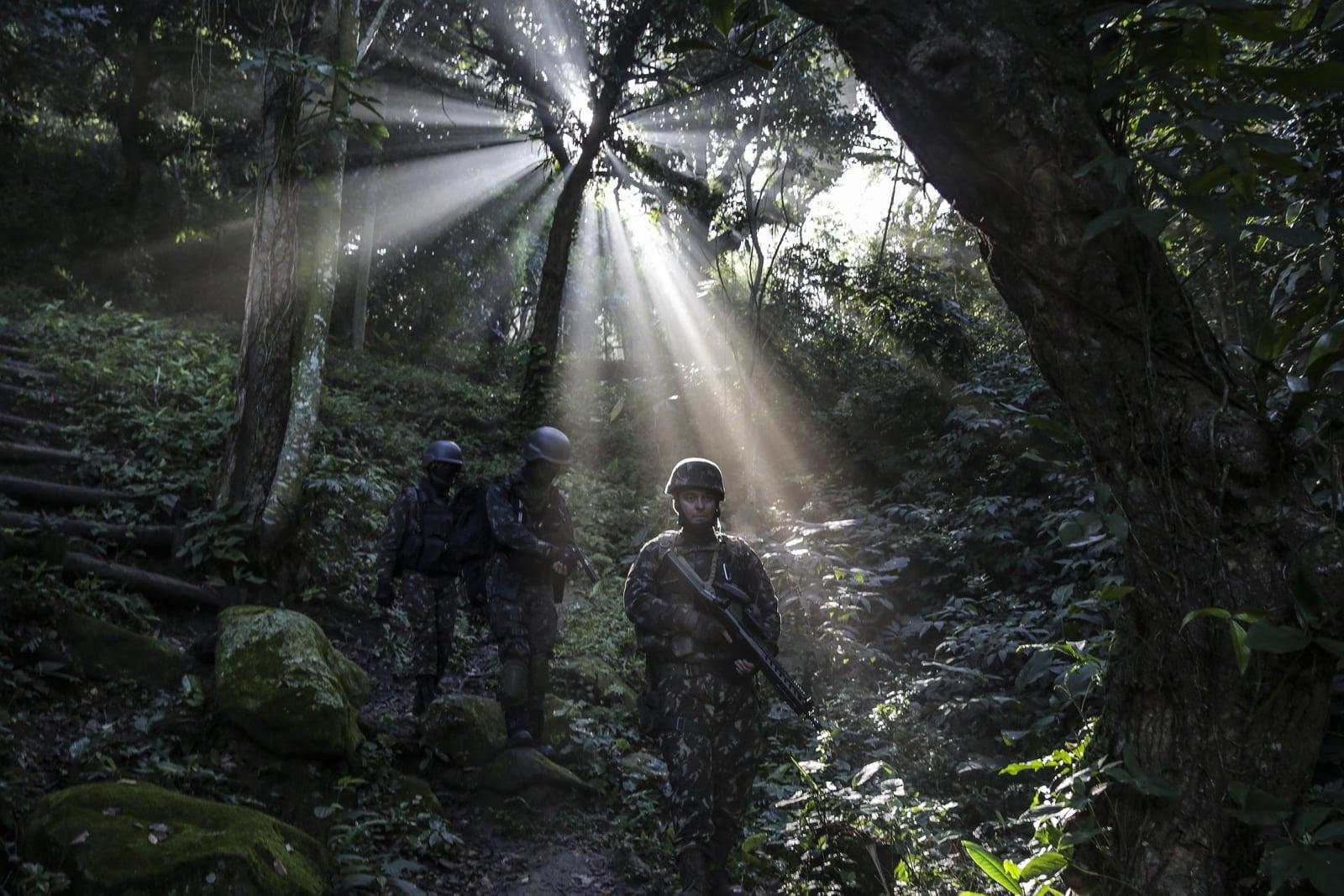 Walka z przemytnikami narkotyków w Brazylii fot. EPA/Antonio Lacerda Dostawca: PAP/EPA.