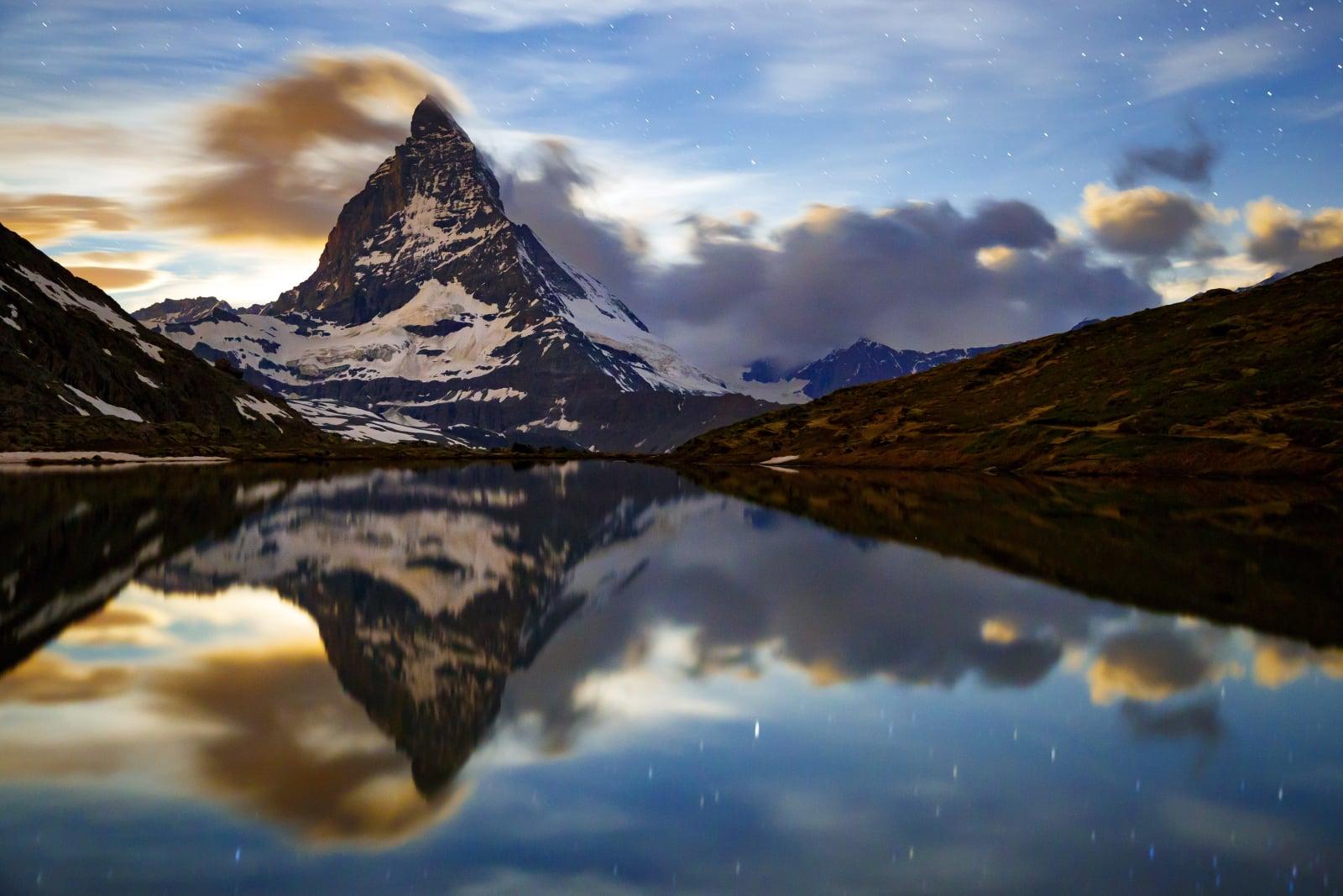 Jezioro Matterhorn. fot. EPA/VALENTIN FLAURAUD