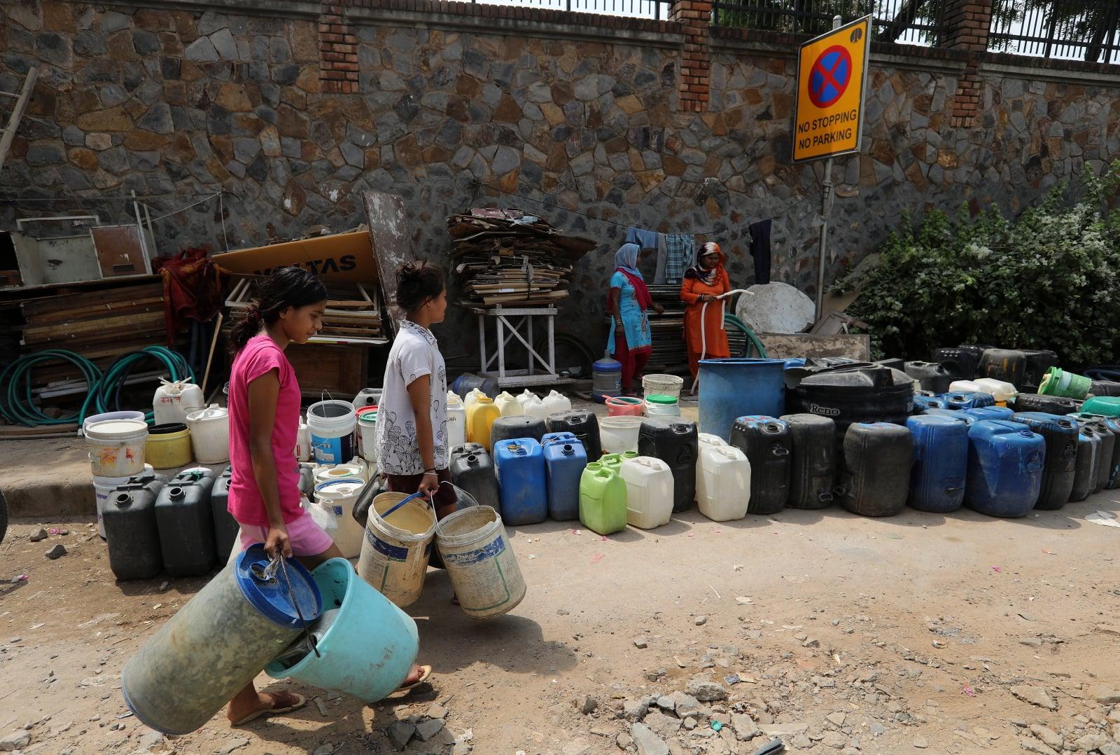 Kryzys dostępu do wody w Indiach fot. EPA/RAJAT GUPTA