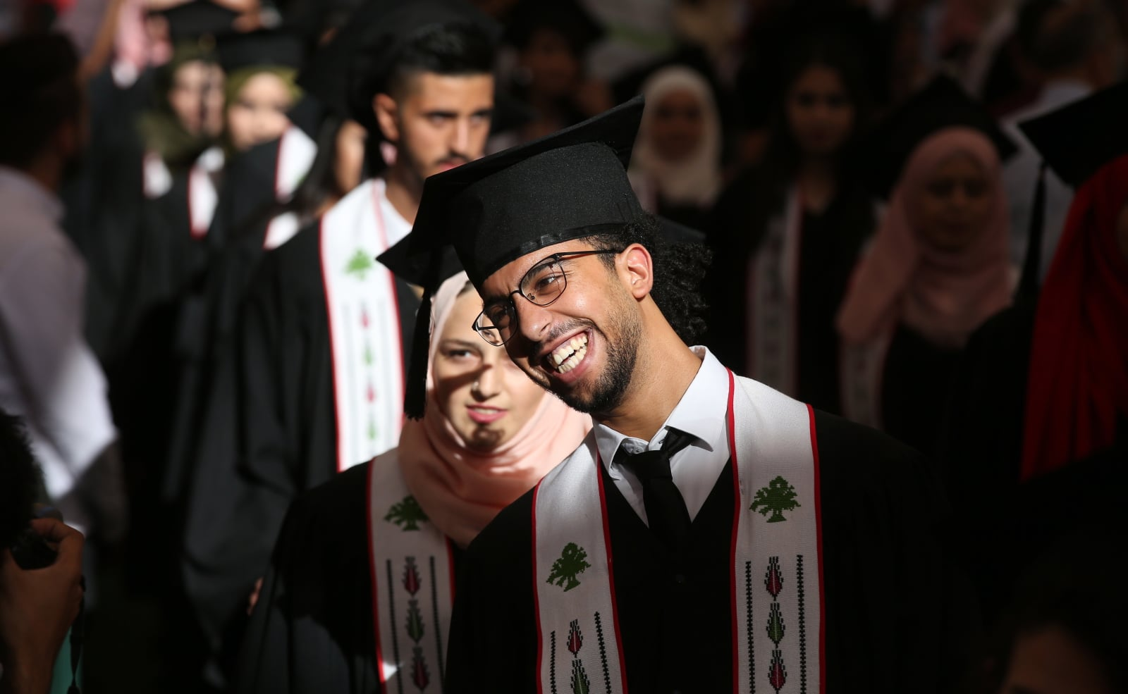 Absolutorium na palestyńskim uniwersytecie fot. EPA/ALAA BADARNEH  Dostawca: PAP/EPA.