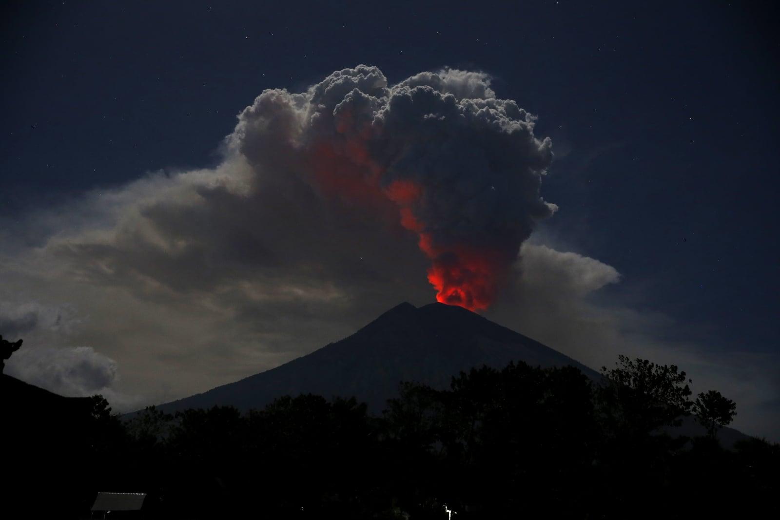 Erupcja wulkanu na Bali EPA/MADE NAGI