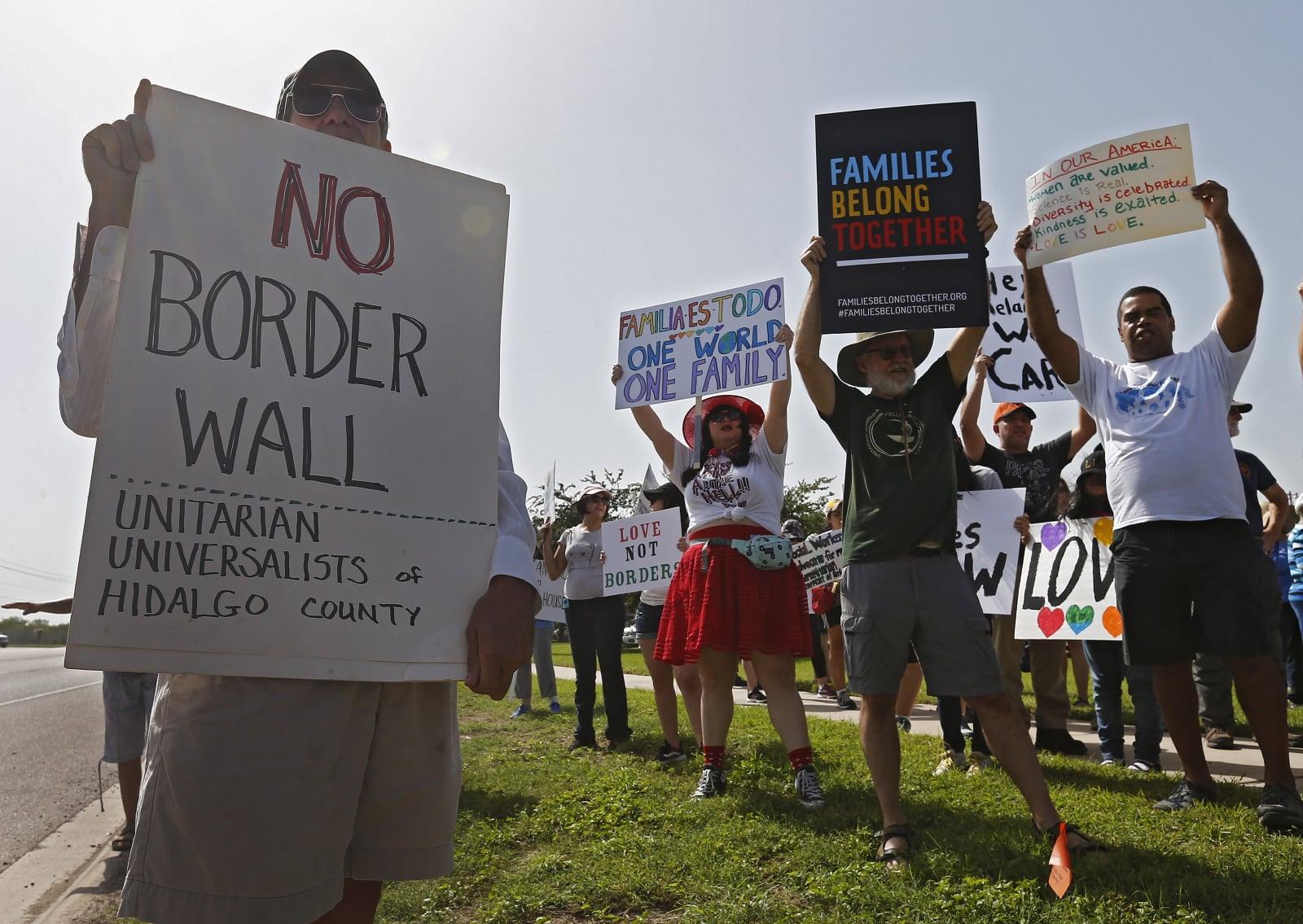 Protesty przeciwko decyzjom prezydenta Trumpa w Texasie, USA