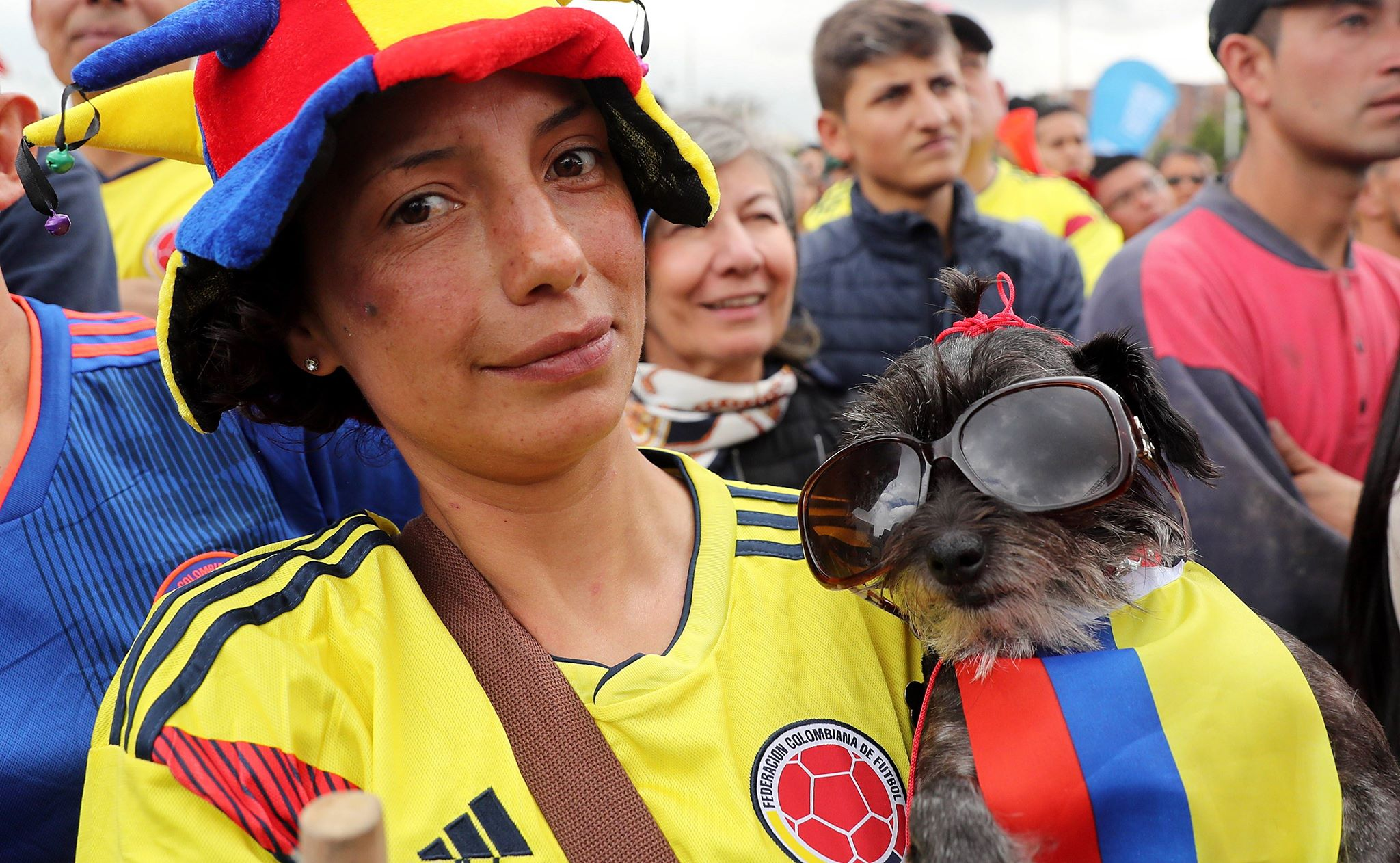 Bogota: kibice Kolumbii podczas meczu swojej reprezentacji z reprezentacją Anglii w 1/8 finału Mundialu. Obie drużyny zremisowały, w rzutach karnych zwyciężyła Anglia (4:3), fot: Leonardo Munoz, PAP/EPA
