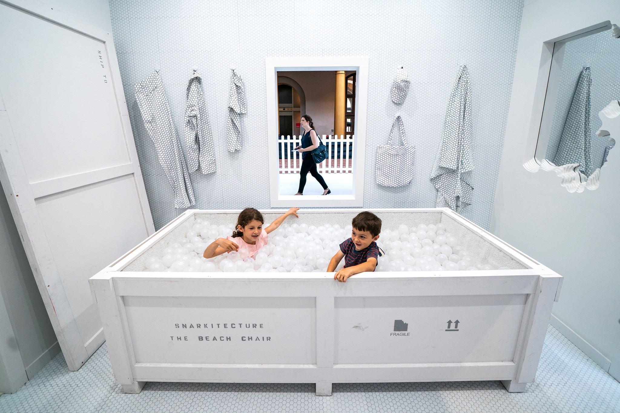 """Wystawa """"Fun House"""", najnowsza instalacja"""