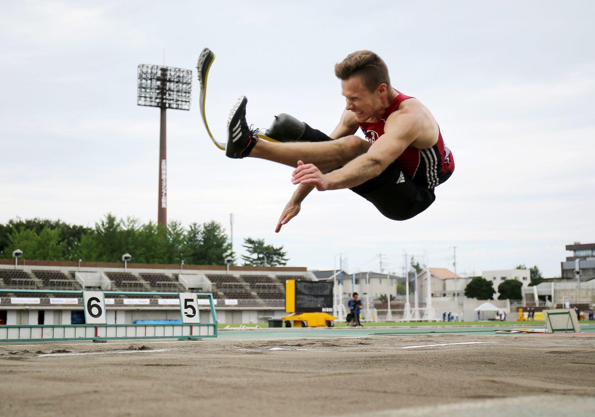 Markus Rehm z Niemiec ustanowił nowy rekord świata w męskim skoku w dal podczas Mistrzostw Świata w Lekkoatletyce osób niepełnopsrawnych. Markus Rehm skoczył 8.47 metra, fot: Jiji Press Japan, PAP/EPA
