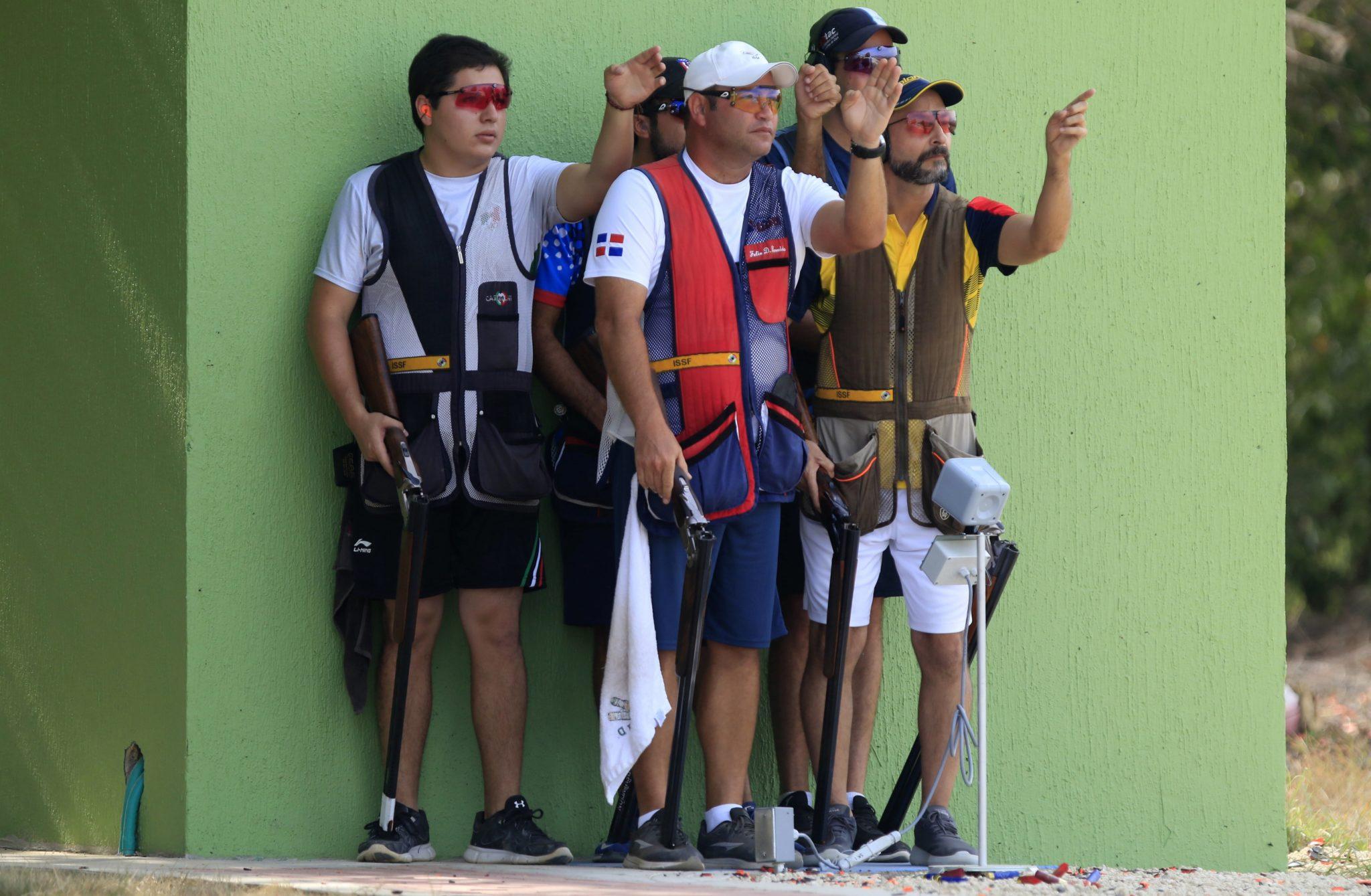 Kolumbia: zawodnicy przygotowują się do rywalizacji w strzelaniu do skeet podczas 23. Igrzysk Ameryki Środkowej i Karaibów w Barranquilla, fot. Ricardo Maldonado Rozo, PAP/EPA.