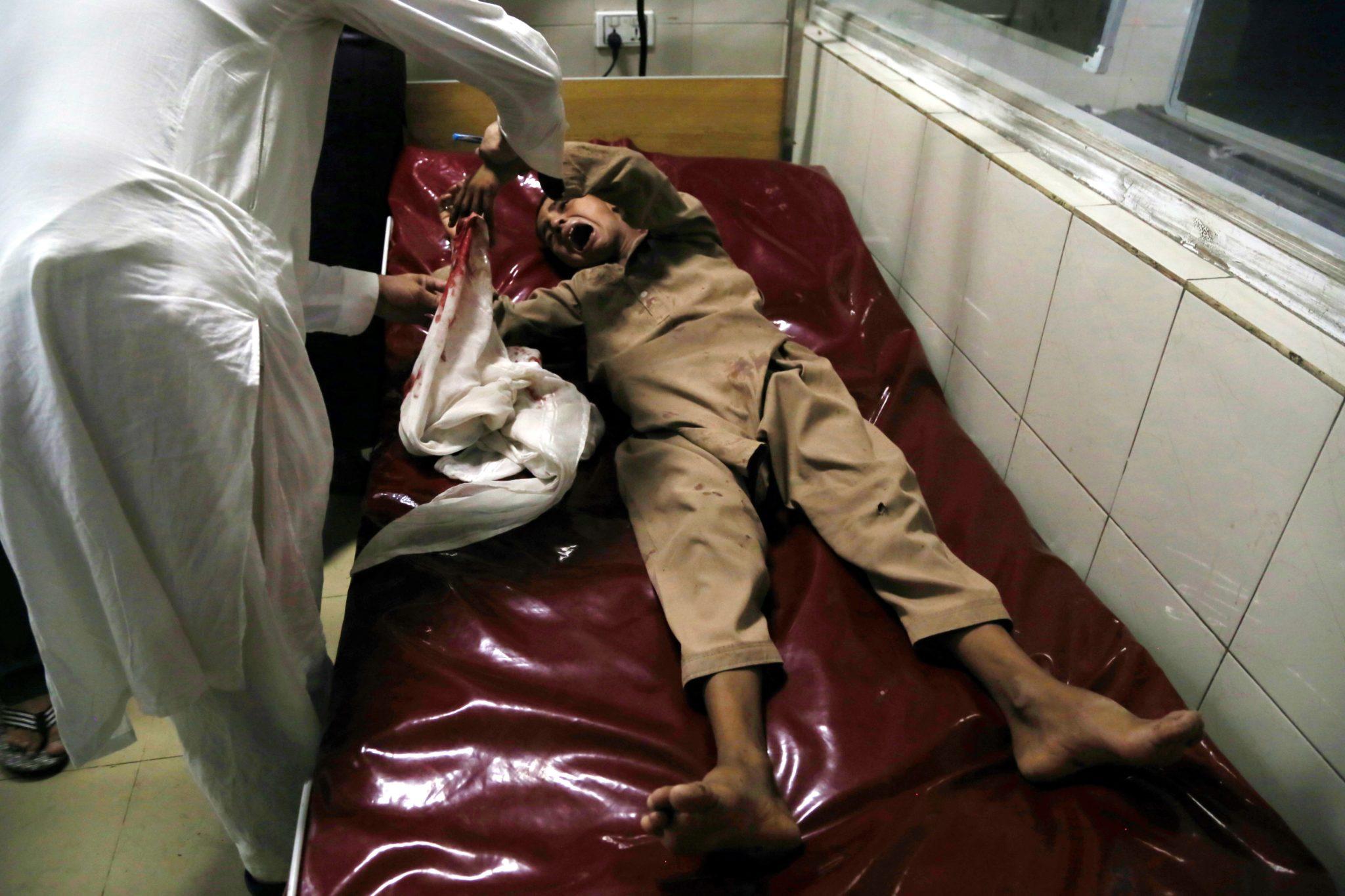 W Dżalalabadzie, mieście położonym we wschodnim Afganistanie, stolicy prowincji Nangarhar, doszło w sobotę do zamachu na szkołę dla położnych; słychać było strzały w internacie i liczne wybuchy. To już czwarty poważny atak w Dżalalabadzie w od początku miesiąca. Za zamachy odpowiedzialność wzięli na siebie bojownicy lokalnej filii tzw. Państwa Islamskiego.