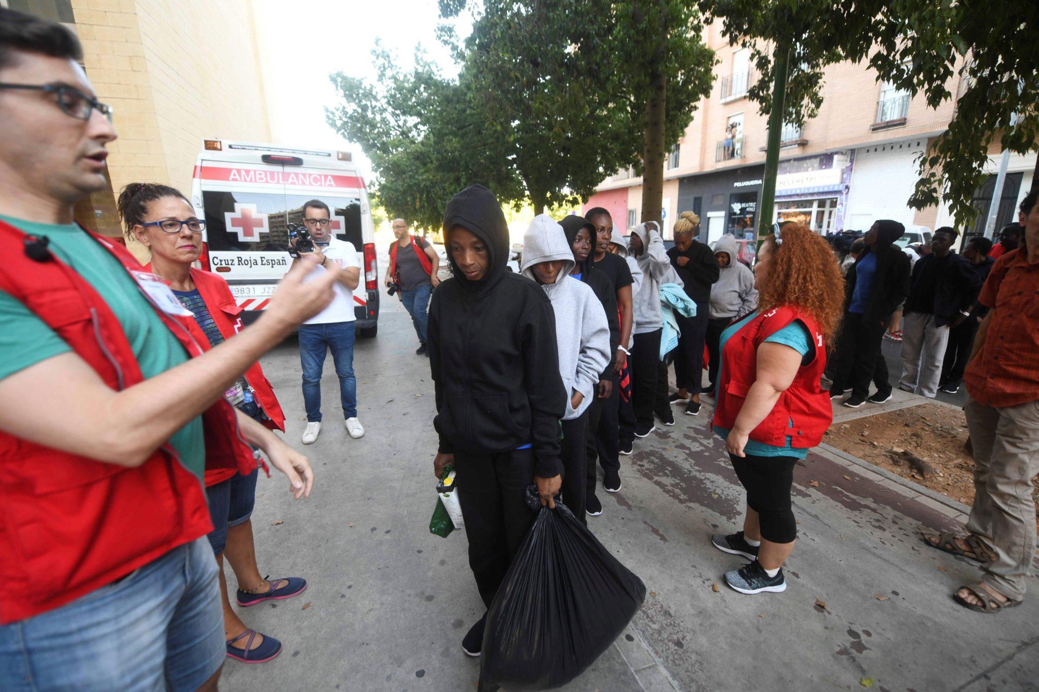 Hiszpania, Kordoba: imigranci uratowani na morzu, fot. Rafa Alcaide, PAP, EPA