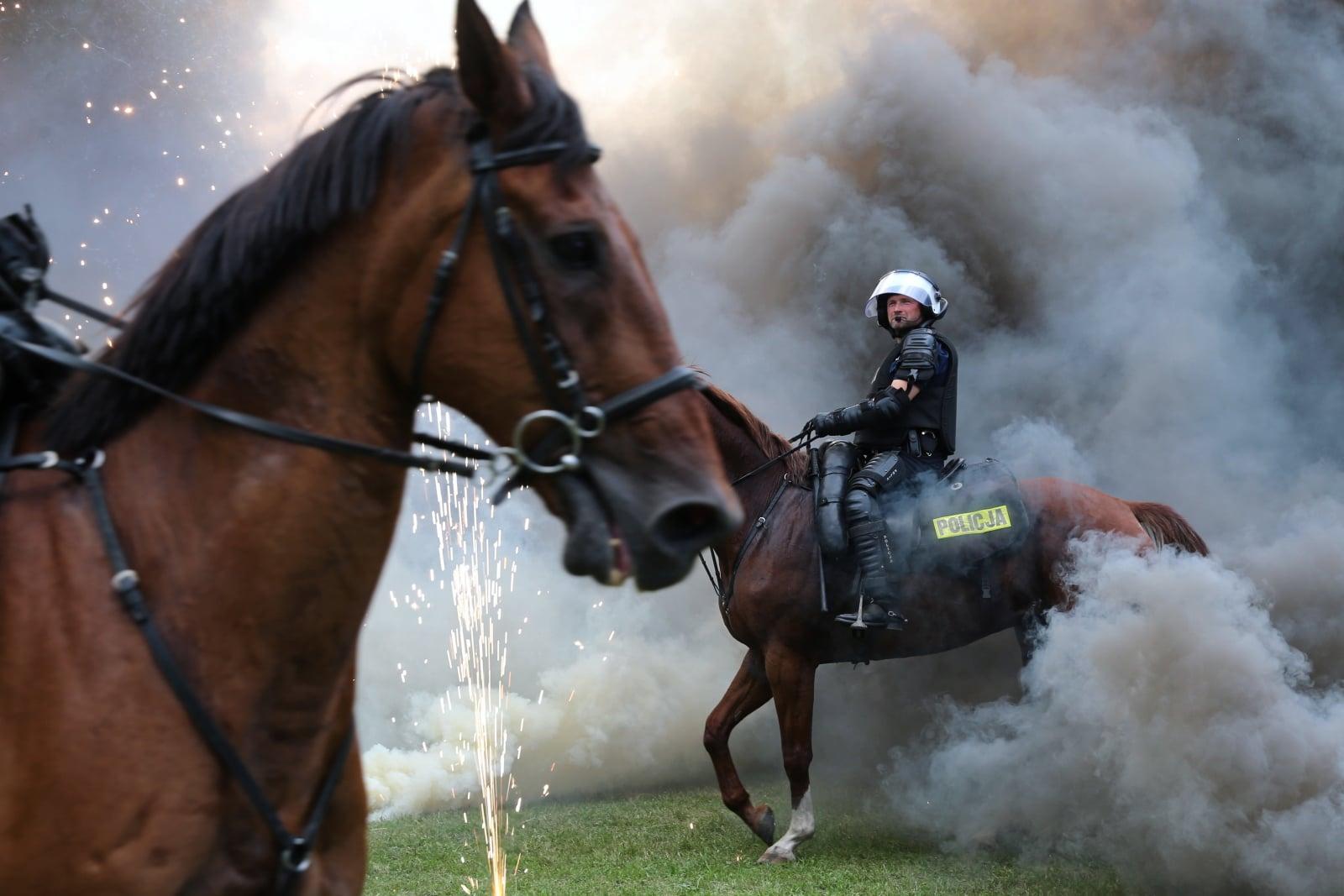 Zawodowy pokaz policji konnej w Chorzowie, fot. PAP/Andrzej Grygiel