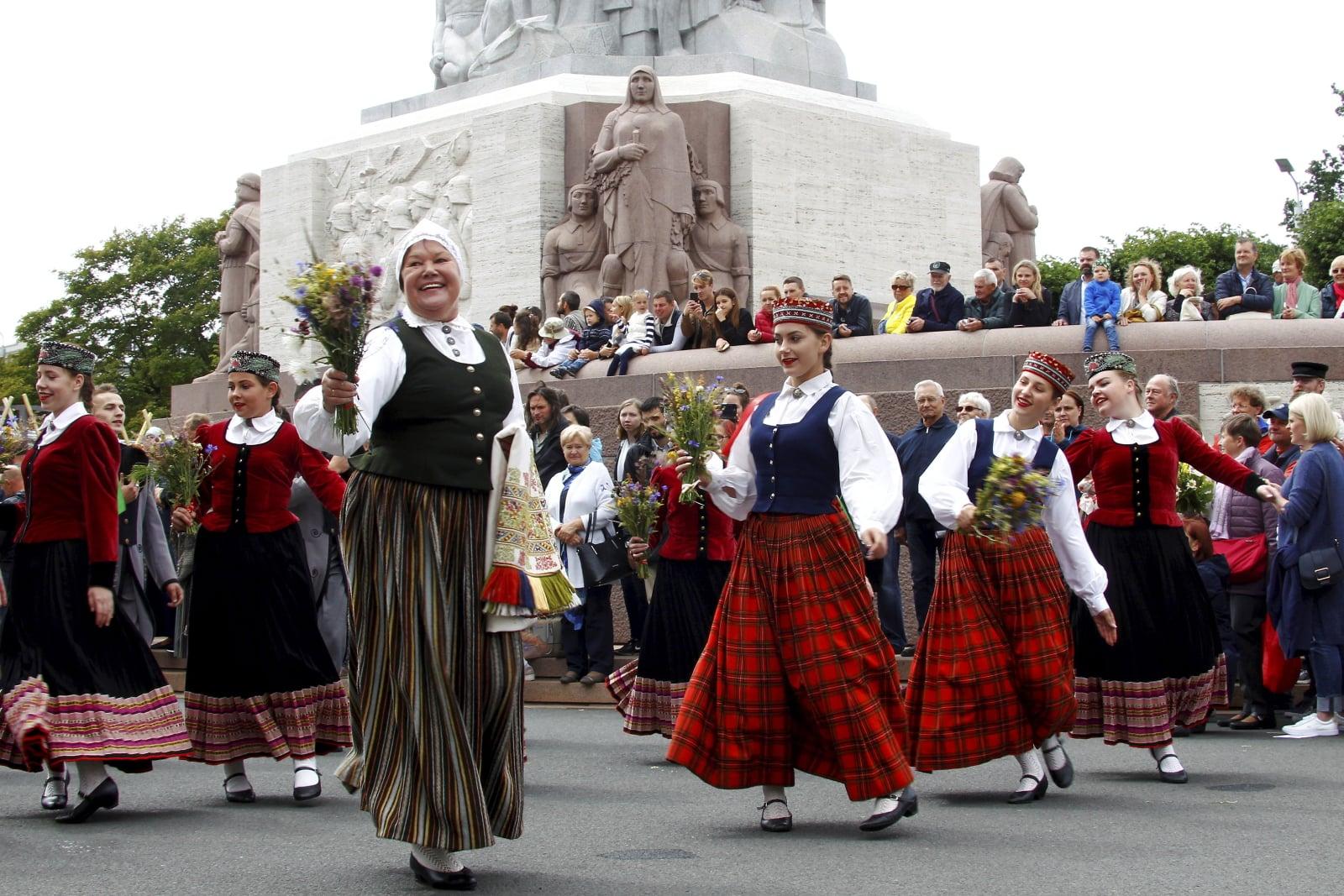 Festiwal Piosenki i Tańca Tradycyjnego na Łotwie fot. EPA/TOMS KALNINS