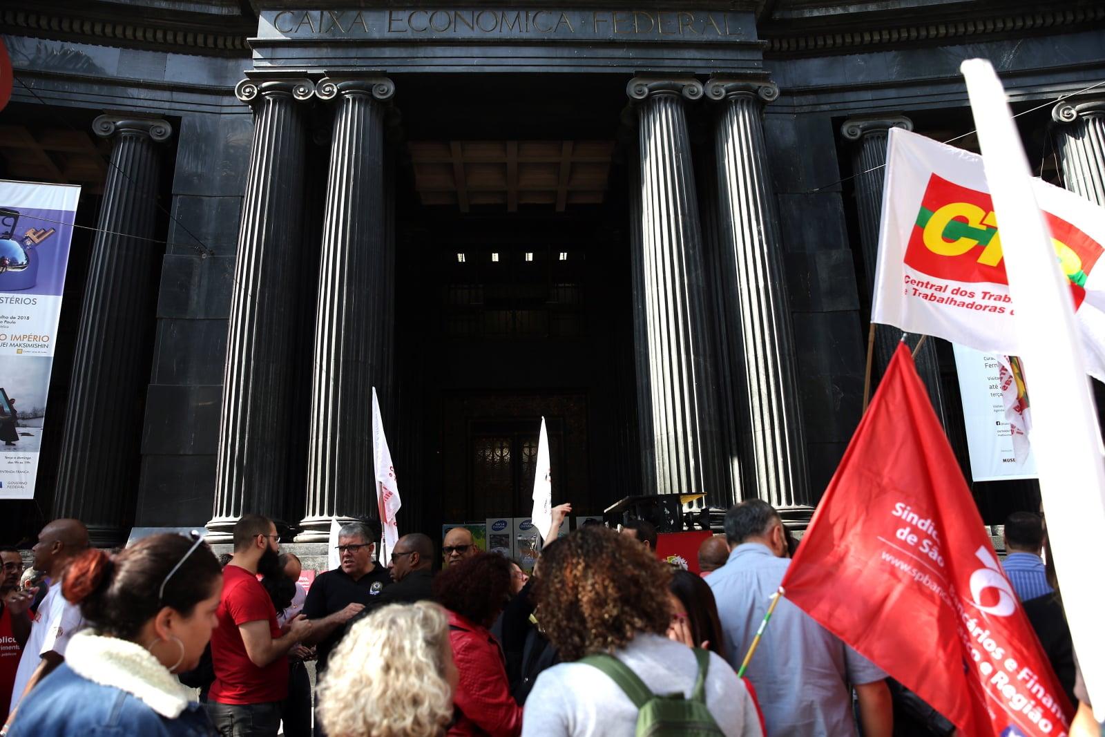 Protest antyprywatywacyjny w Brazylii fot. EPA/Marcelo Chello
