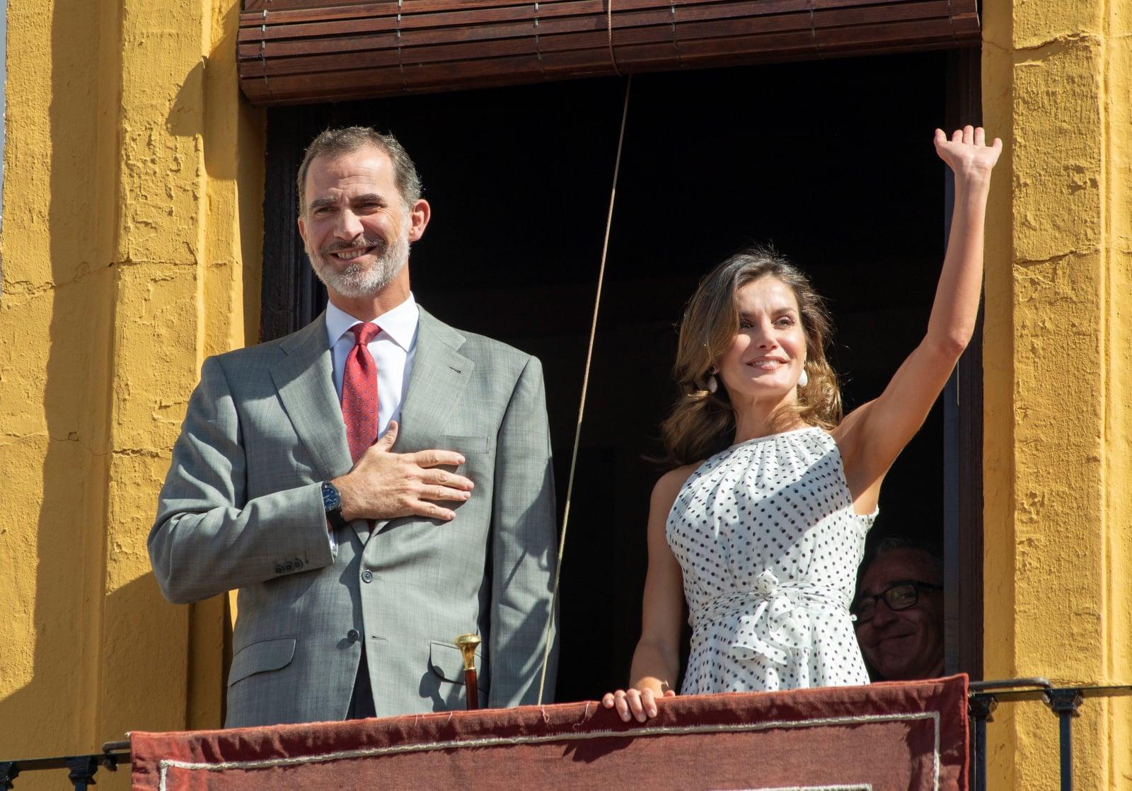 Król Hiszpanii Filip VI i królowa Letycja  podczas wizyty w Bailen z okazji 210. rocznicy bitwy pod Bailen w Jaen, południowa Hiszpania, fot. EPA/Jose Manuel Pedrosa