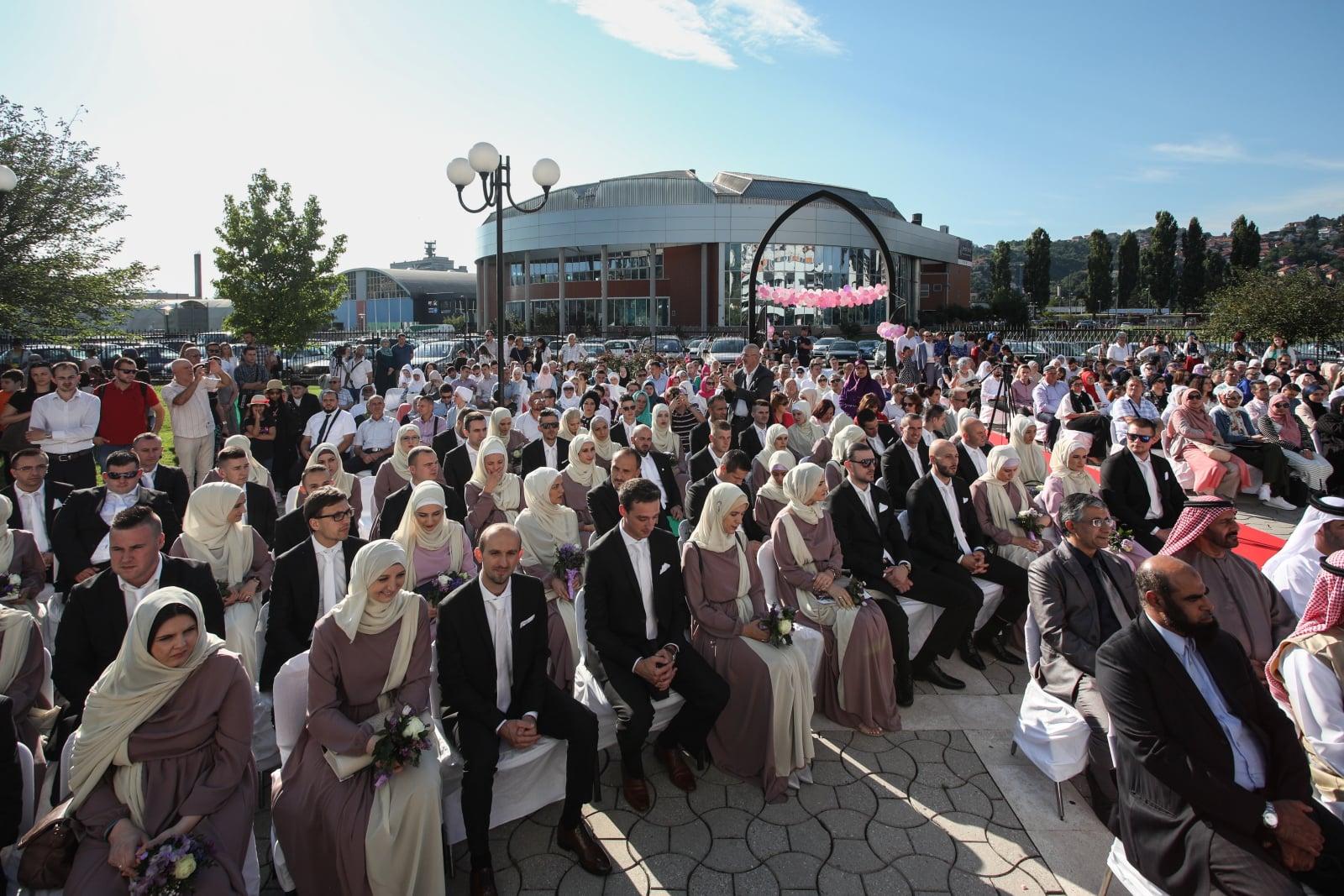 Masowa islamska ceremonia ślubna w Sarajewie, zorganizowana przez organizację charytatywną MFS-EMMAUS i jej partnerów ze Zjednoczonych Emiratów Arabskich w celu zachęcenia i pomocy młodym w małżeństwie, Bośnia i Hercegowina, fot. PA/JASMIN BRUTUS