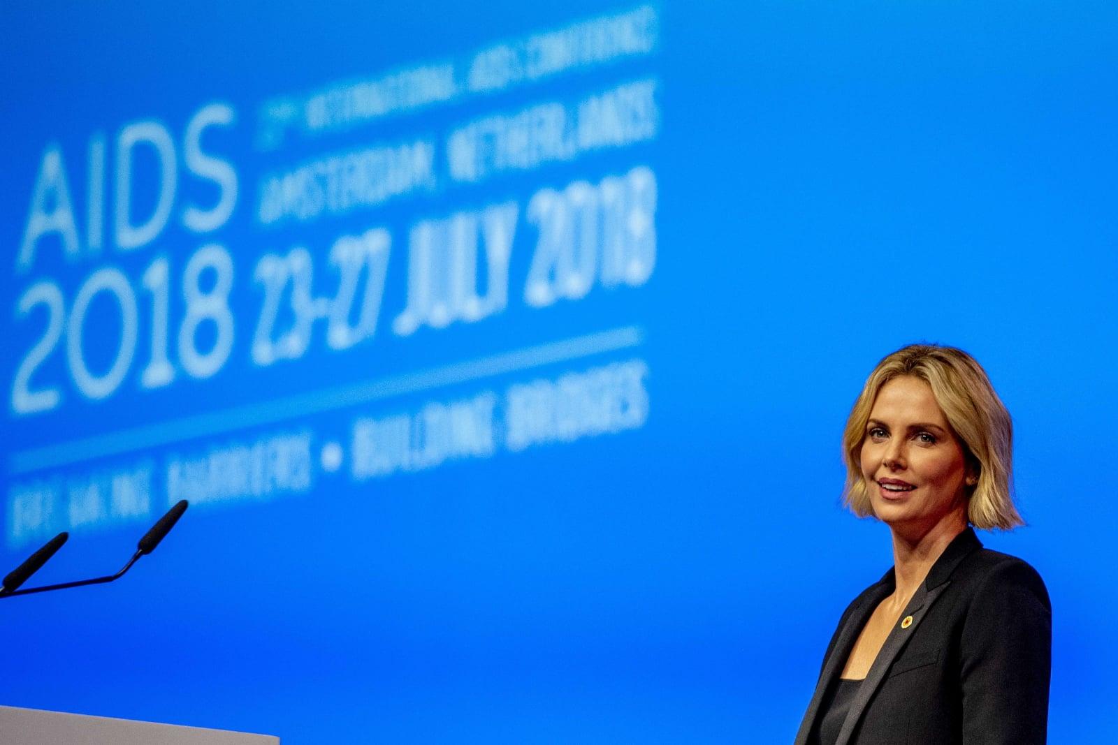 Aktorka Charlize Theron przemawia podczas Międzynarodowej Konferencji o AIDS 2018 w Amsterdamie, Holandia, fot. EPA/ROBIN UTRECHT