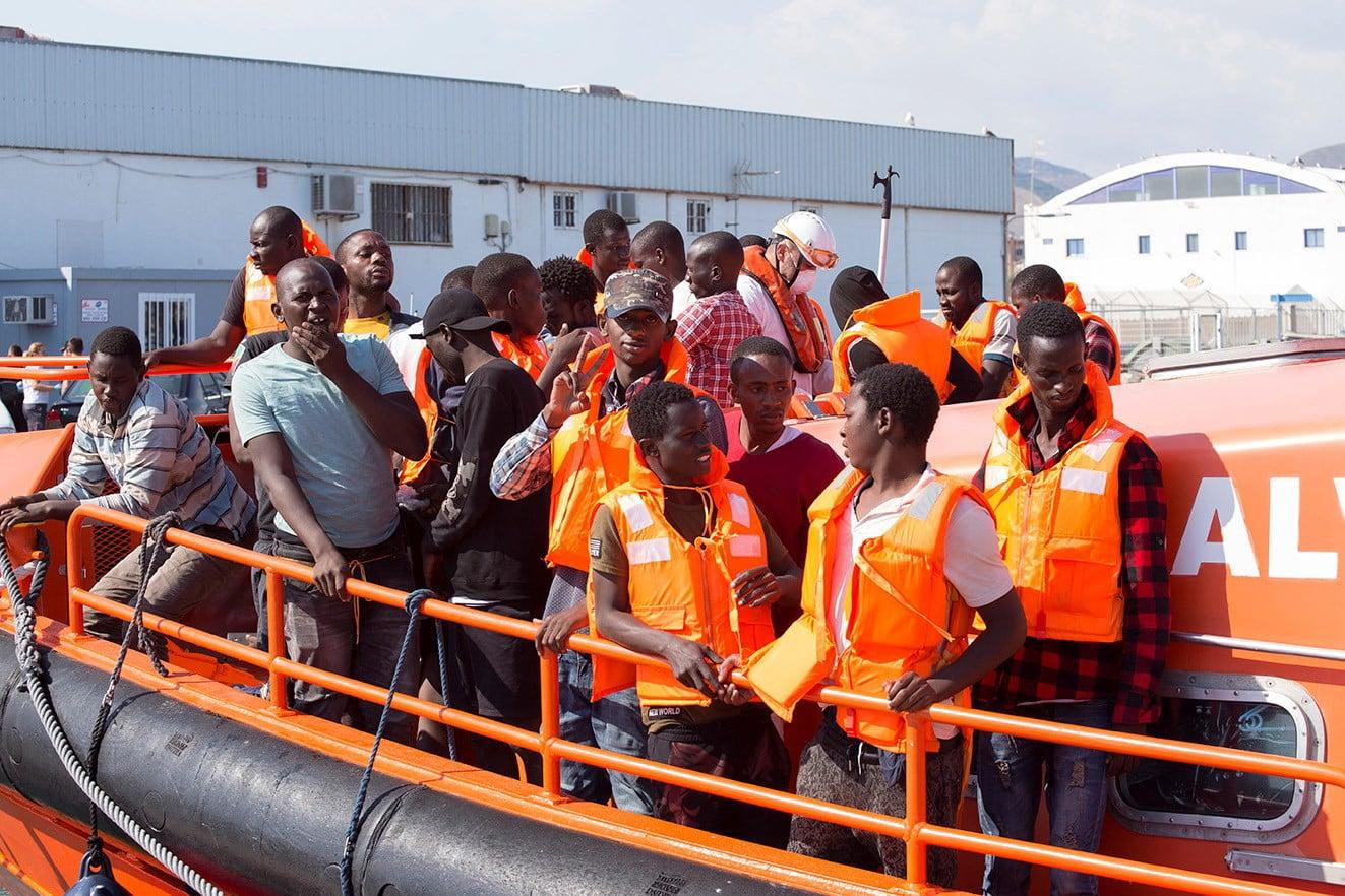 60 imigrantów uratowanych w Hiszpanii. PAP/EPA/Miguel_Paquet