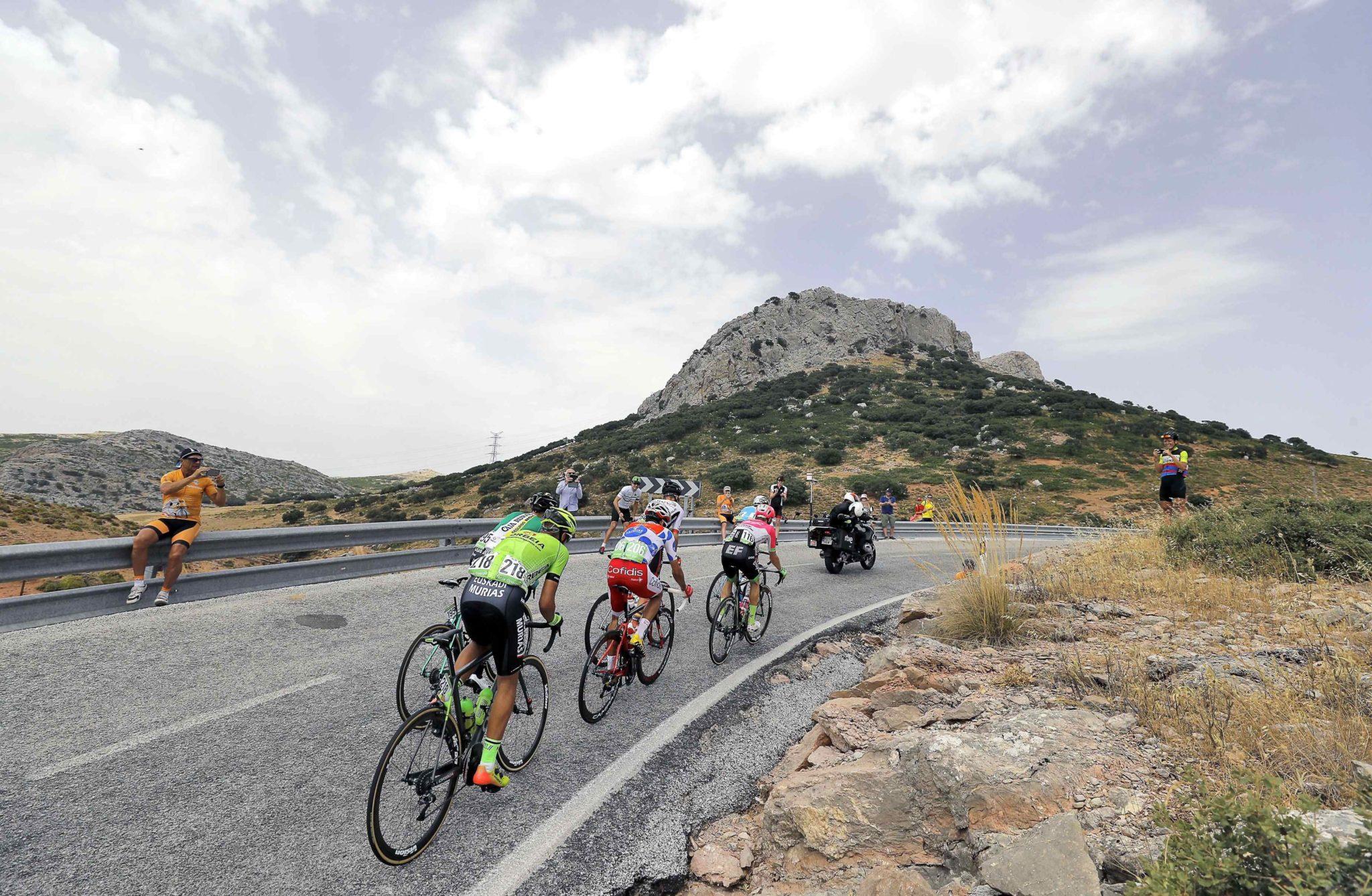 Hiszpania: zawodnicy w akcji podczas trzeciego etapu hiszpańskiego kolarstwa