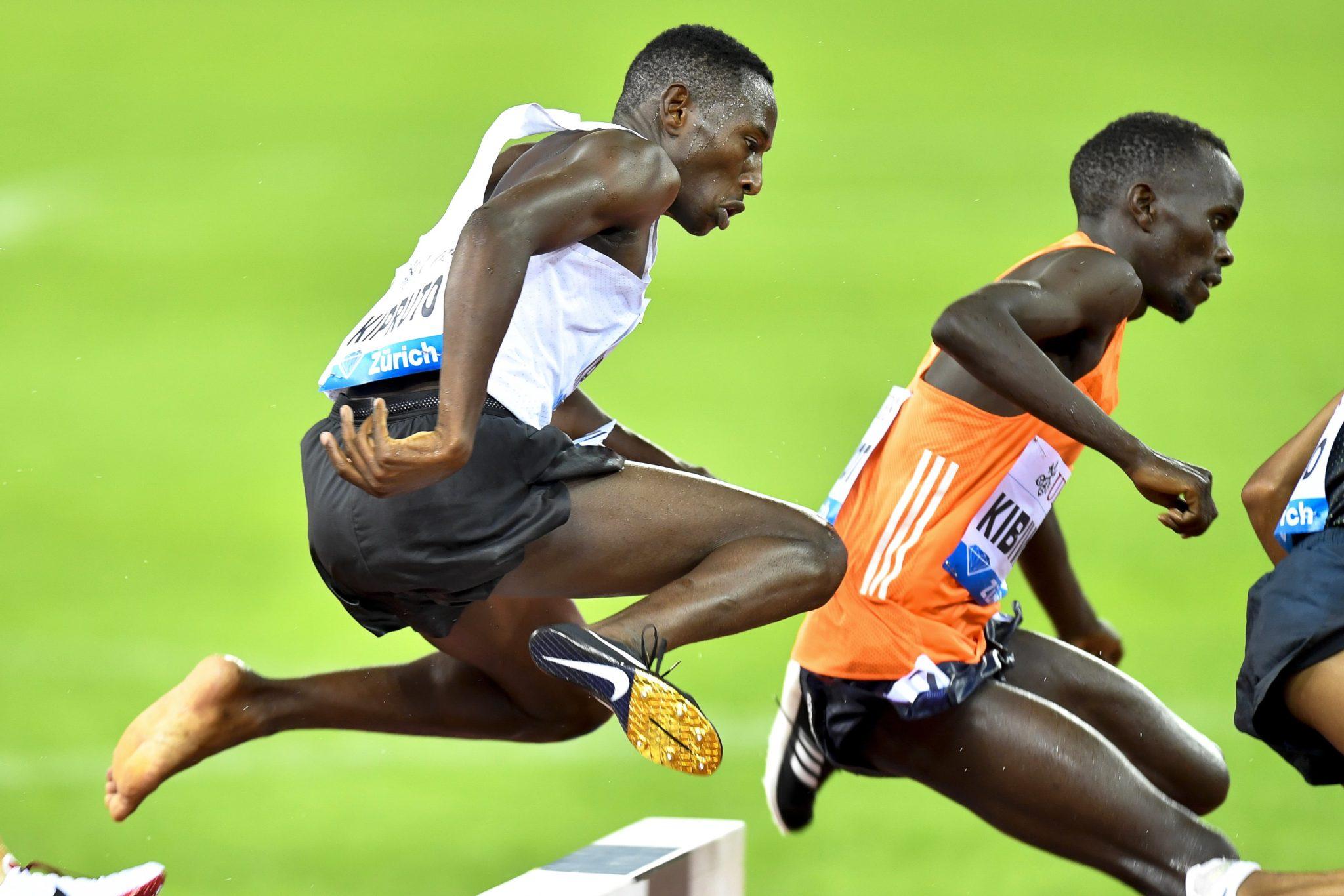 Conseslus Kipruto z Kenii na ostatniej prostej do zwycięstwa w wyścigu mężczyzn na 3000 metrów przed przeszkodami podczas międzynarodowego spotkania lekkoatletycznego Weltklasse Diamond League w Zurychu, Walter Bieri, PAP/EPA