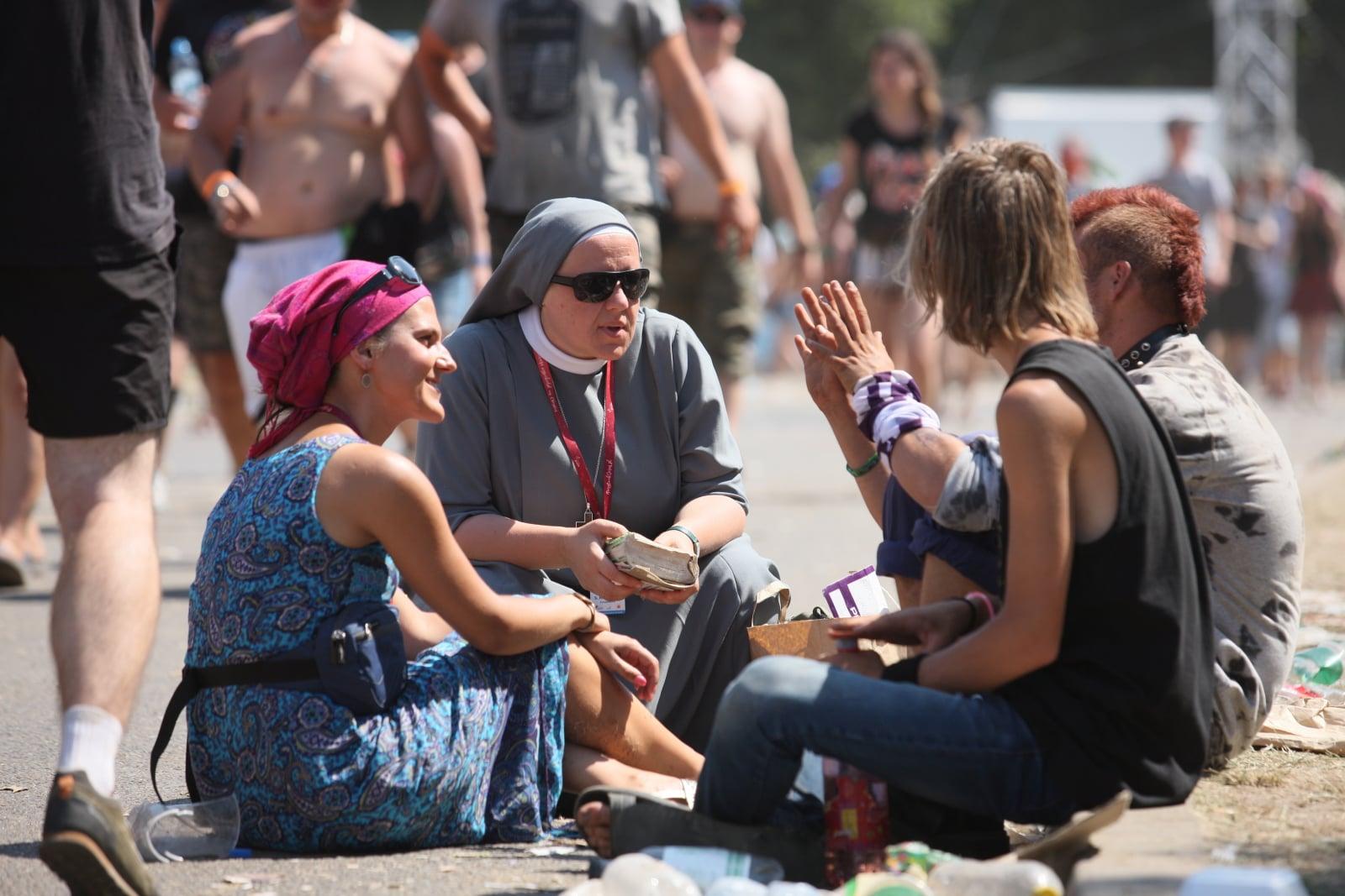 Ewangelizatorzy Przystanku Jezus wśród uczestników Pol'and'Rock Festival (dawniej Przystanek Woodstock) w Kostrzynie nad Odrą, fot. PAP/Lech Muszyński