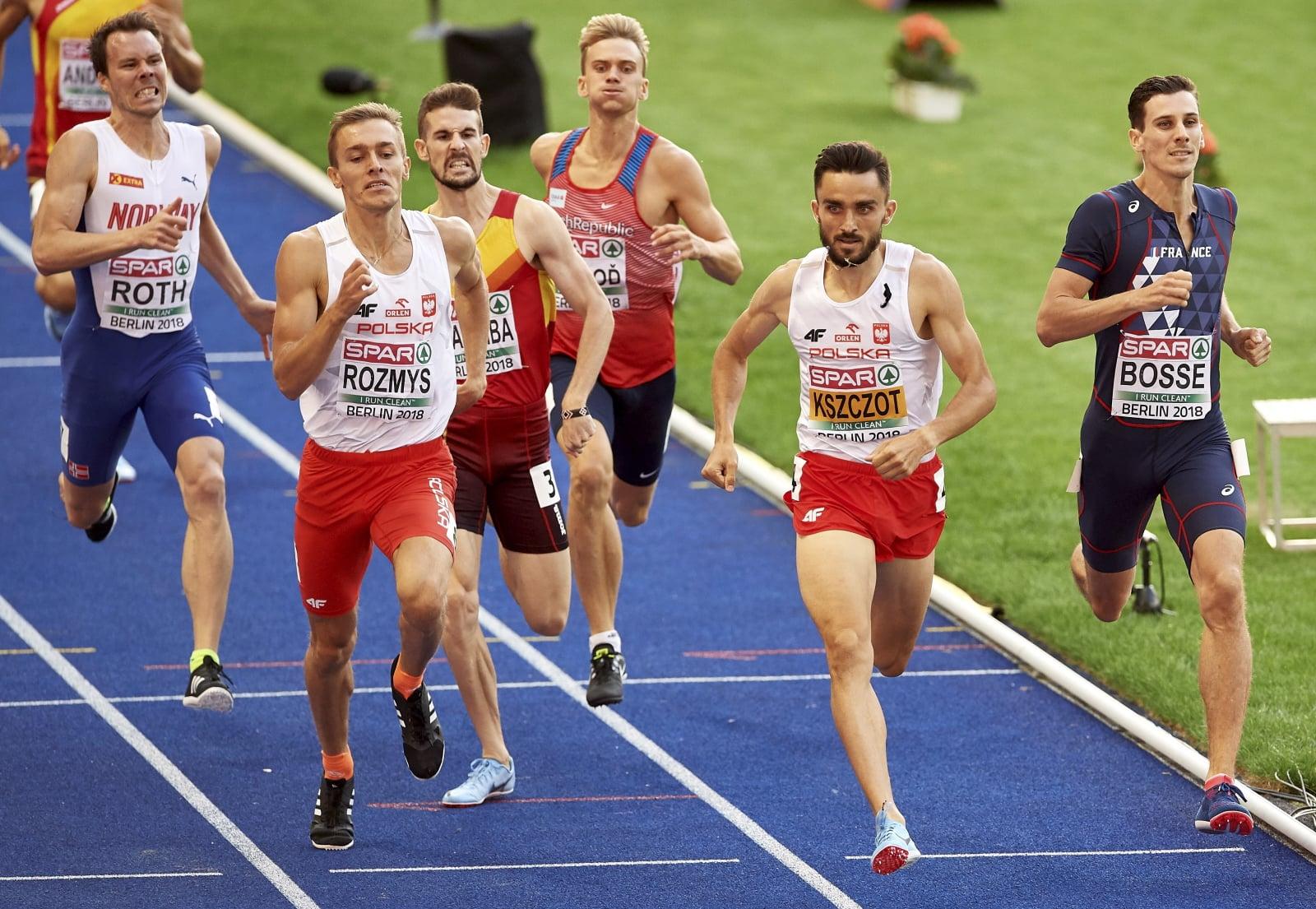 Berlin, Polacy Adam Kszczot (2P) i Michał Rozmys (2L) w biegu półfinałowym na dystansie 800 metrów podczas lekkoatletycznych mistrzostw Europy  PAP/Adam Warżawa