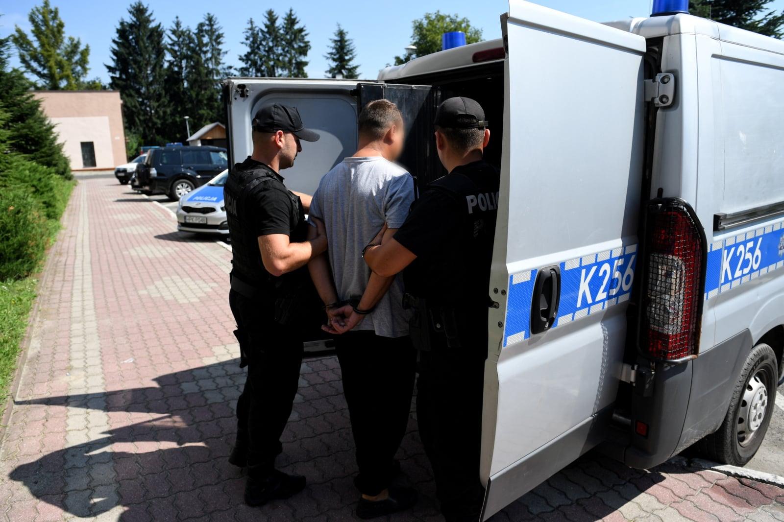 42-letni mężczyzna, któremu postawiono zarzut sprowadzenia katastrofy w ruchu drogowym w Leszczawie Dolnej (Podkarpackie), fot. PAP/Darek Delmanowicz