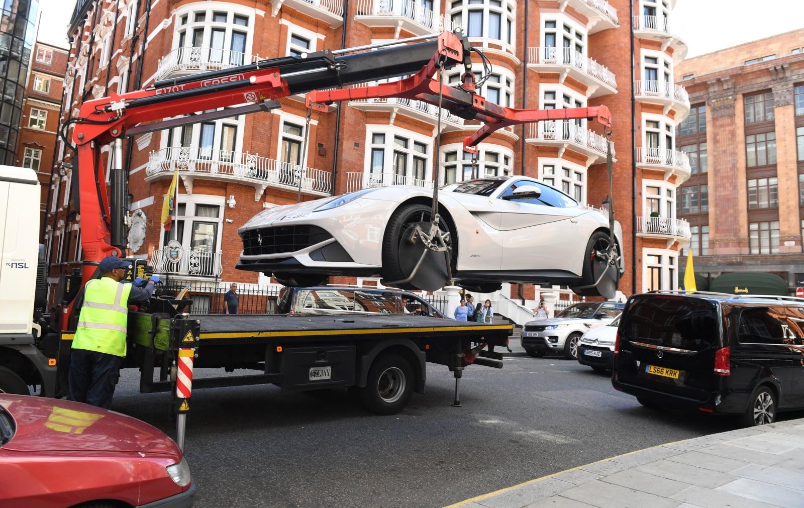 Sezon Super Samochodów w Londynie rozpoczęty! EPA/FACUNDO ARRIZABALAGA