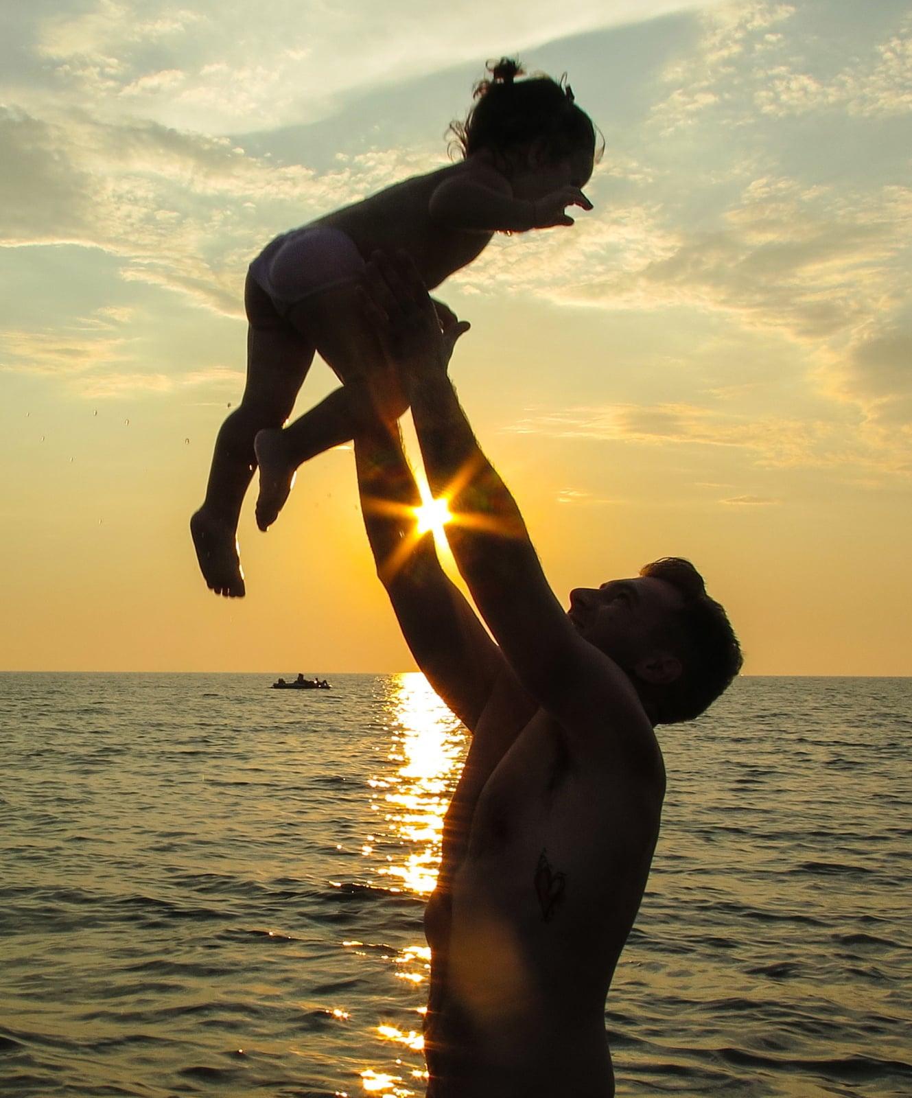 Zachód Słońca w Albanii fot. EPA/ARMANDO BABANI
