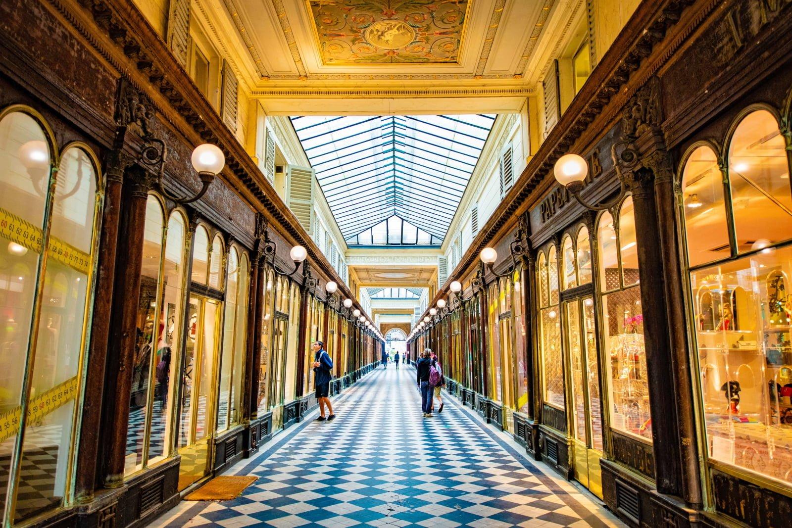 Paryska architektura fot. EPA/CAROLINE BLUMBERG