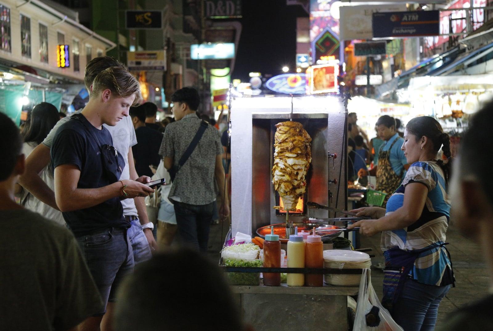 Street food w Bangkoku fot. EPA/NARONG SANGNAK