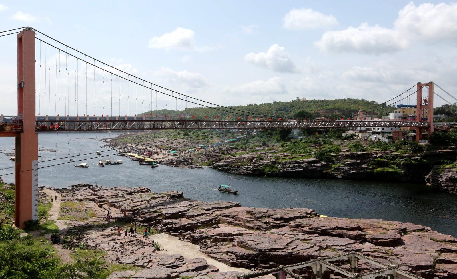 Życie codzienne w Indiach fot. EPA/SANJEEV GUPTA
