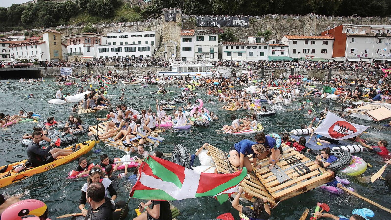 Pirate Boarding w Hiszpanii fot. EPA/Gorka Estrada
