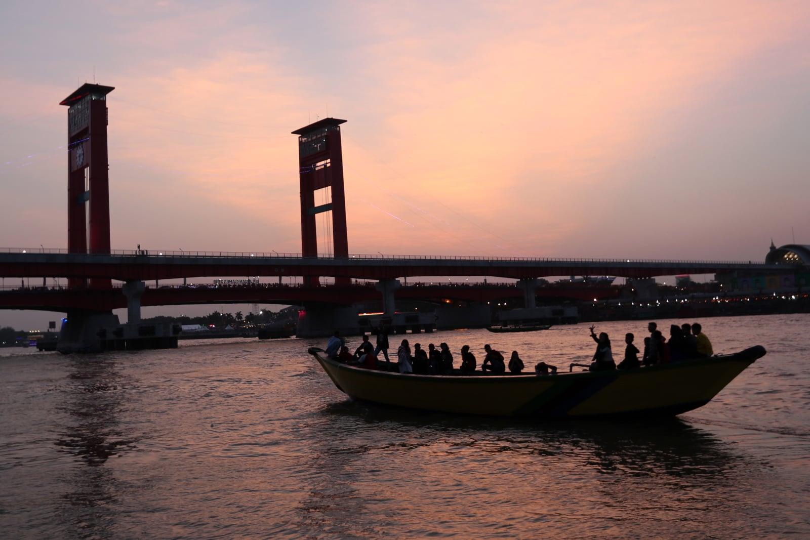 Ampera Bridge w Indonezji fot. EPA/HOTLI SIMANJUNTAK