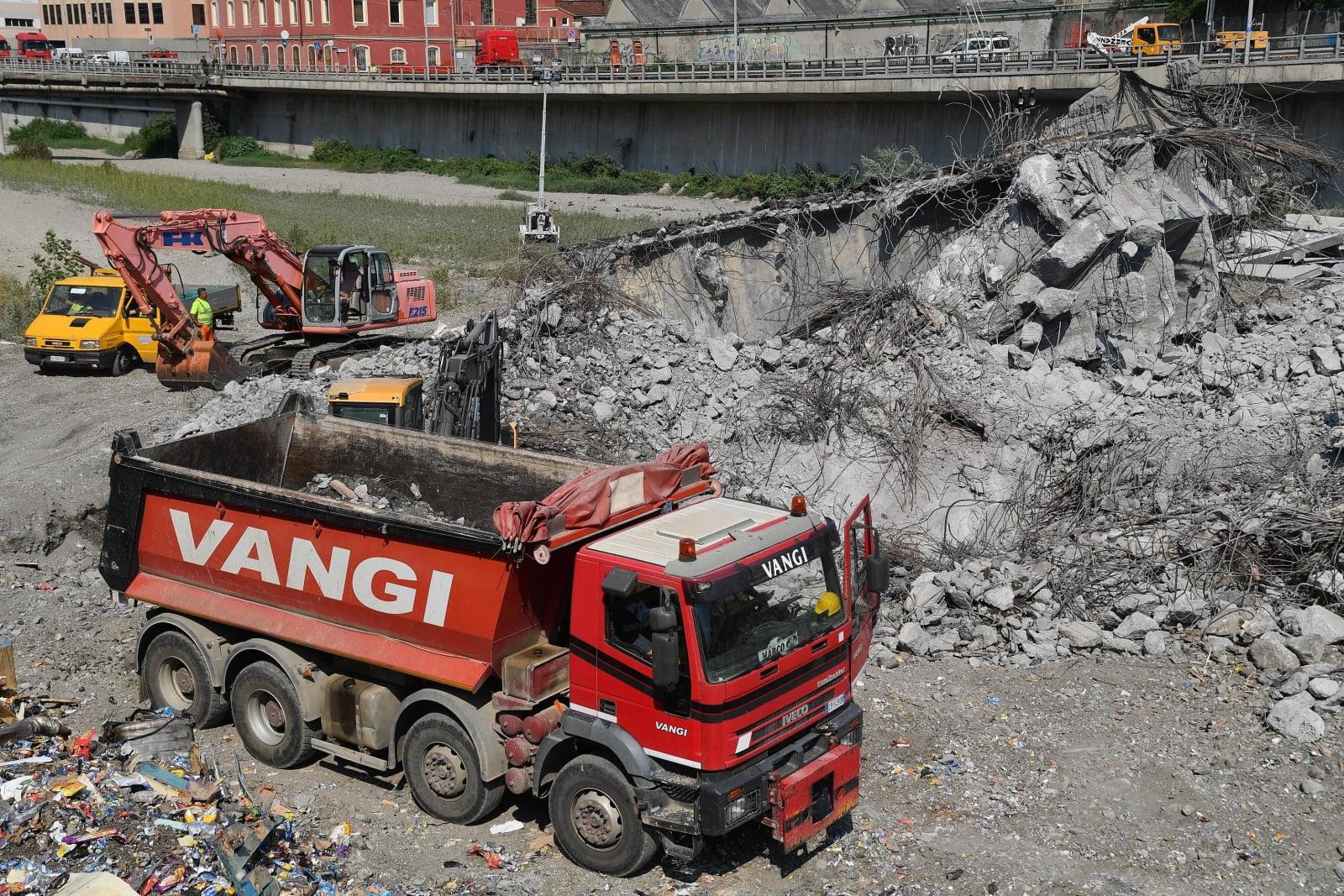 Zawalenie się mostu w Genui fot.  EPA/LUCA ZENNARO