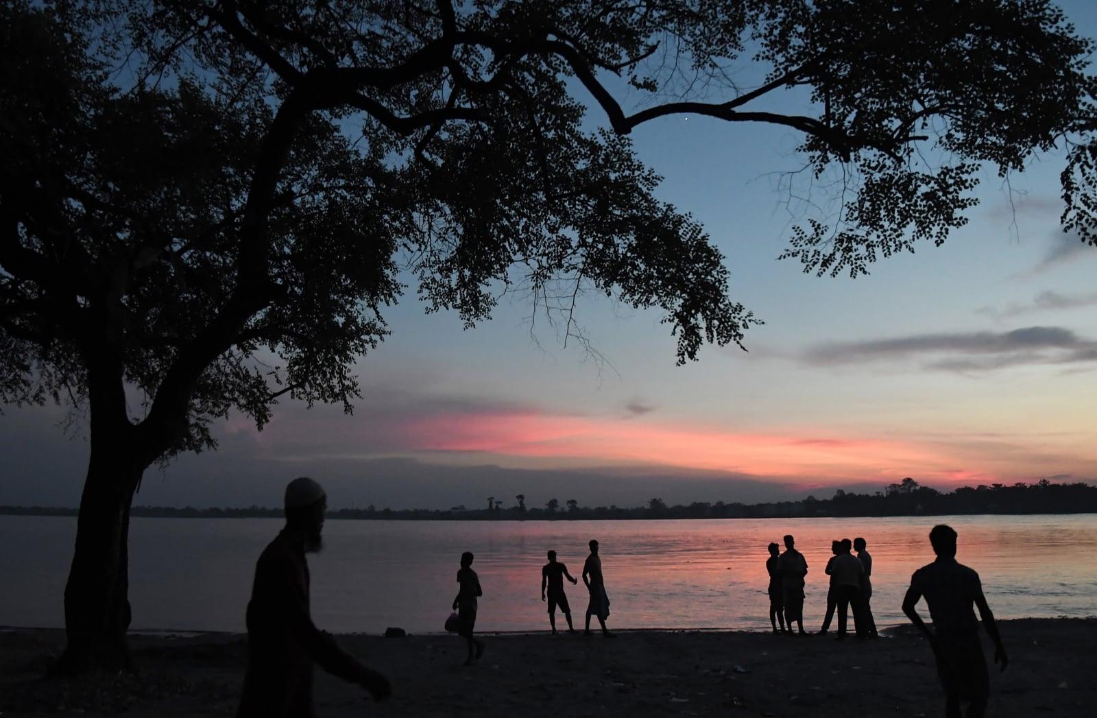 Zachód słońca w Indiach fot. EPA/STR