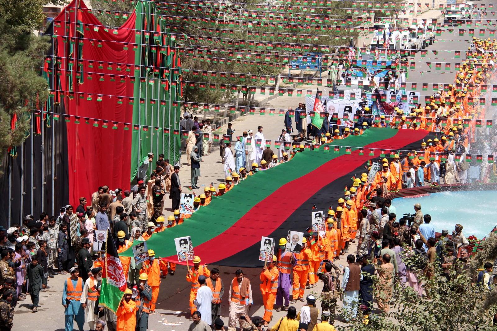 Ceremonii z okazji Dnia Niepodległości w Helmand, Afganistan, fot. EPA/WATAN YAR