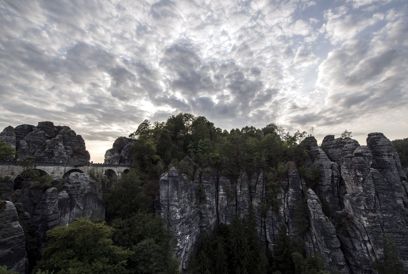 Most w Parku Narodowym w Saksonii szwajcarskiej, Szwajcaria. PAP/EPA/FILIP SINGER