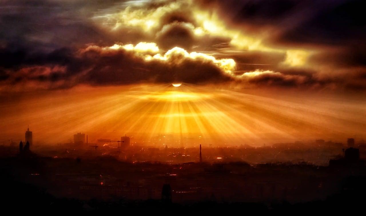2. Czerwony wschód i zachód słońca - Czerwone wschody i zachody słońca oznaczają dużą wilgotność powietrza, dlatego są zwiastunem pogorszenia się pogody, deszczu i silnego wiatru.