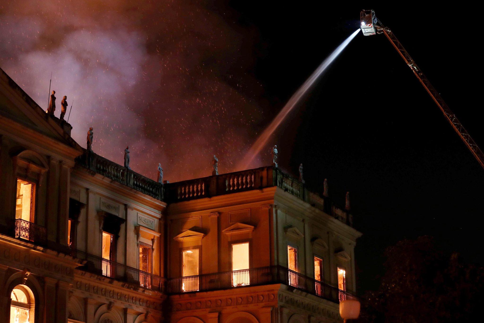W pożarze Muzeum Narodowego w Rio de Janeiro spłonęło 90 % spośród około 20 mln eksponatów, w tym m.in. słynna czaszka Luzii, fot. Marcelo Sayao, PAP/EPA