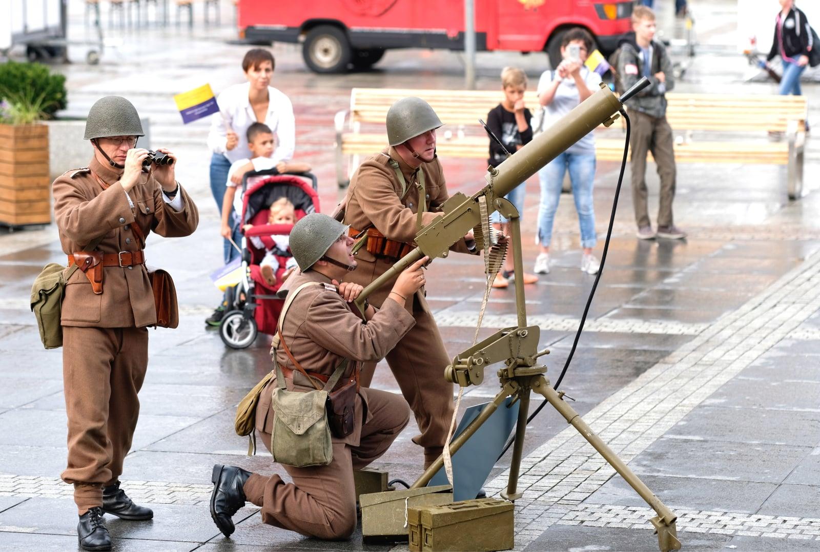Obchody 79 rocznicy wybuchu II Wś fot.PAP/Andrzej Grygiel