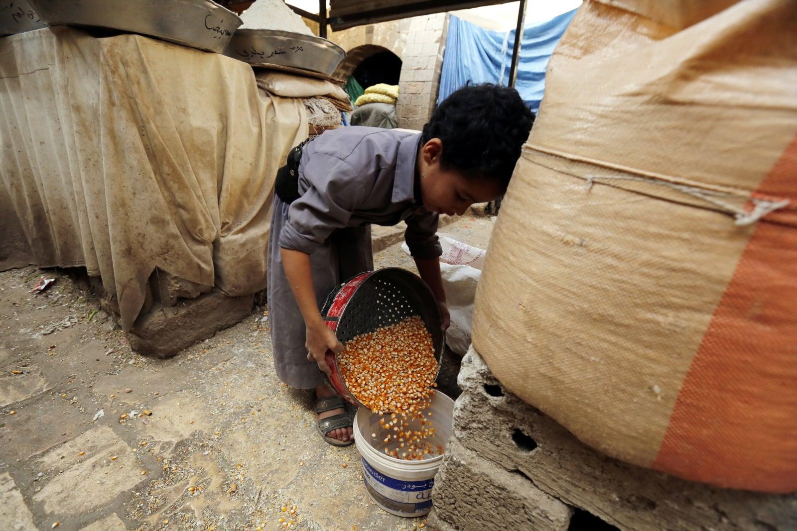 Życie codzienne w Jemenie fot. EPA/YAHYA ARHAB
