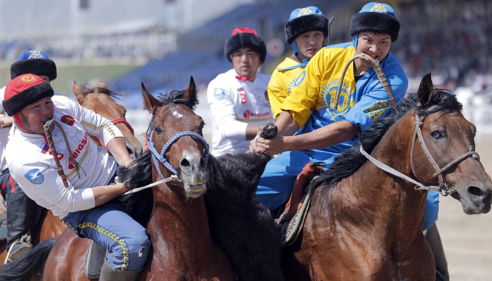 Tradycyjne Kirgiskie zawody konne - Kirgistan.